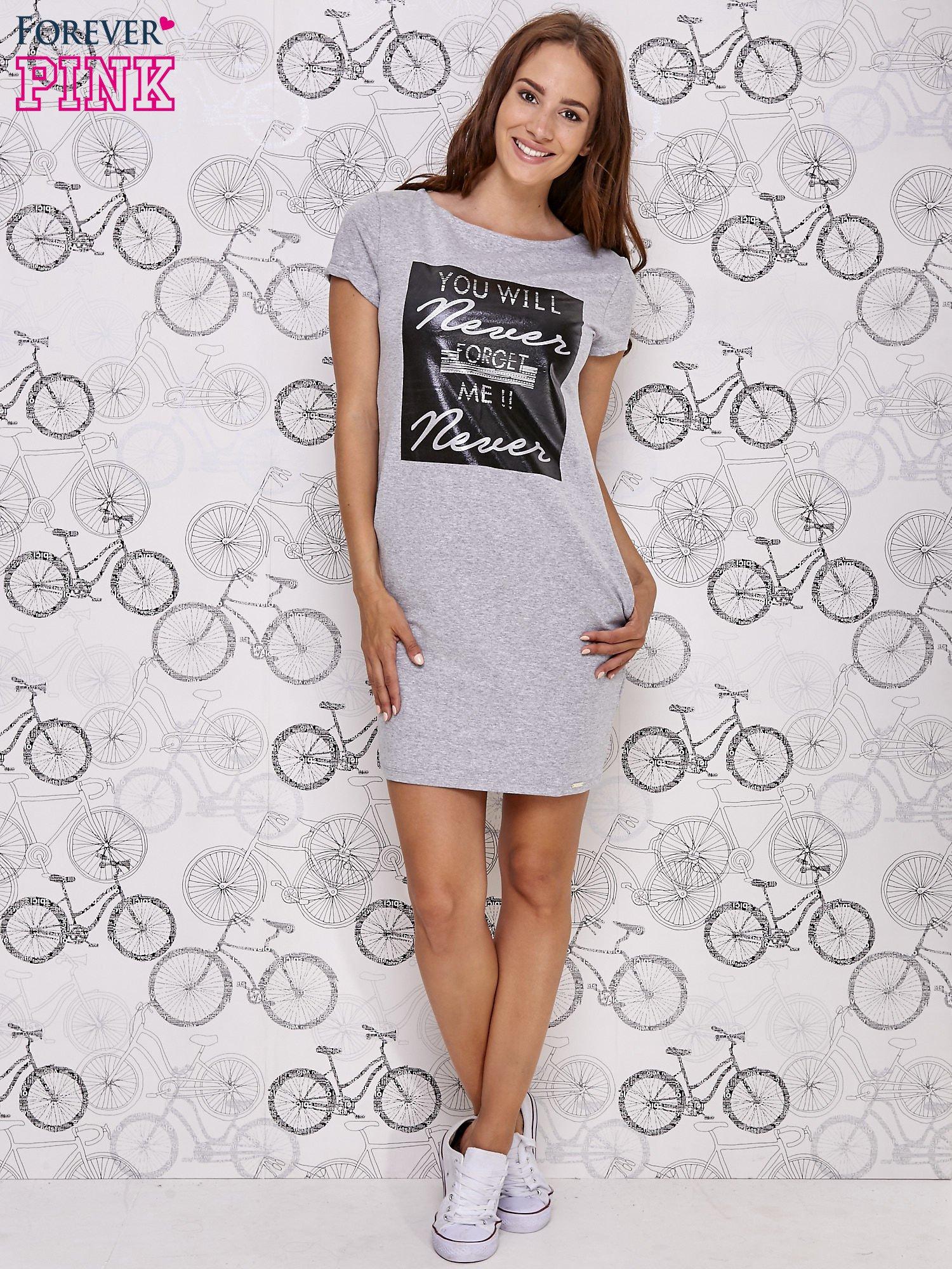 Szara sukienka dresowa z napisem YOU WILL NEVER FORGET ME                                  zdj.                                  4