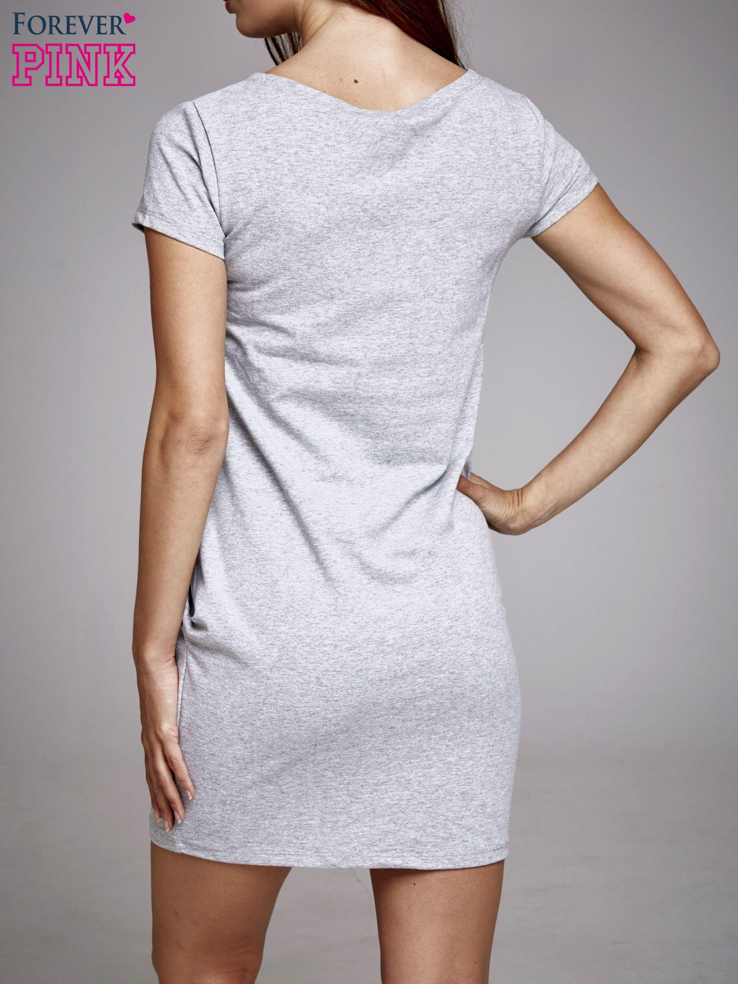 Szara sukienka dresowa ze srebrnym printem PARIS                                  zdj.                                  4