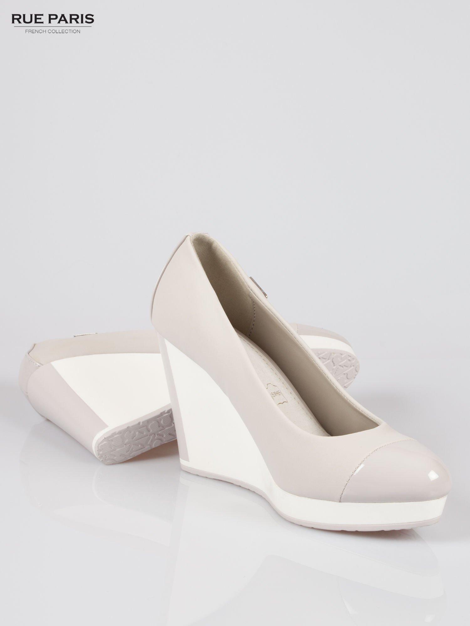 Szare buty damskie na kontrastowym koturnie                                  zdj.                                  4