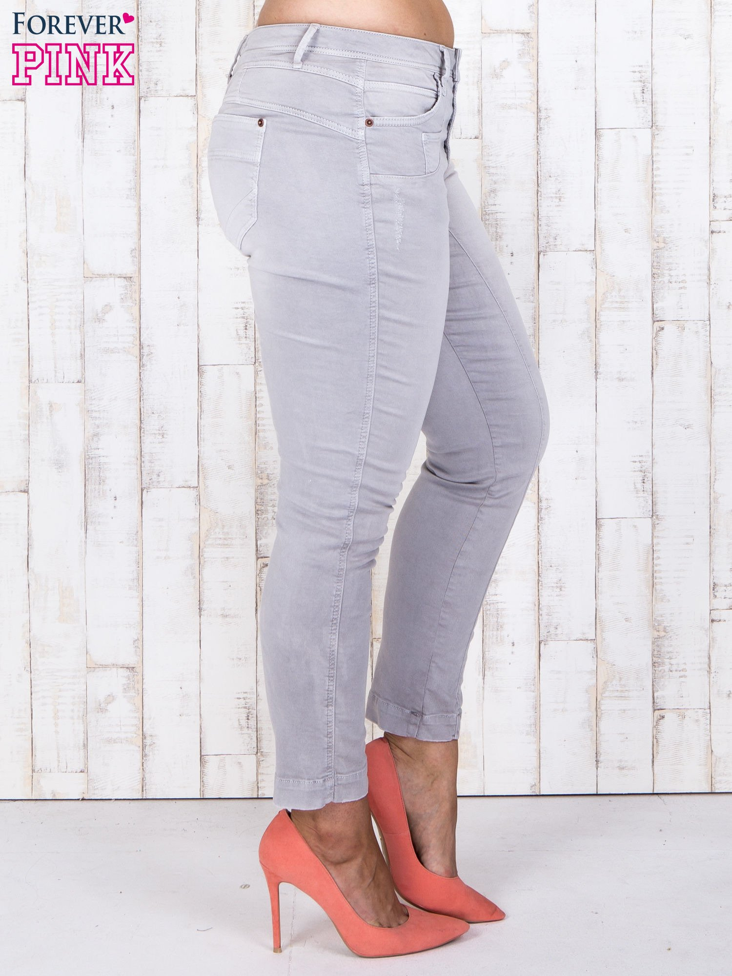 Szare jeansowe spodnie slim z przetarciami PLUS SIZE                                  zdj.                                  2