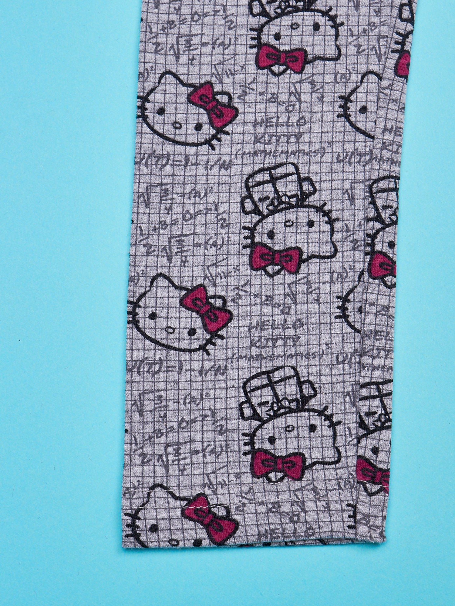 Szare legginsy dla dziewczynki z nadrukiem HELLO KITTY                                  zdj.                                  4