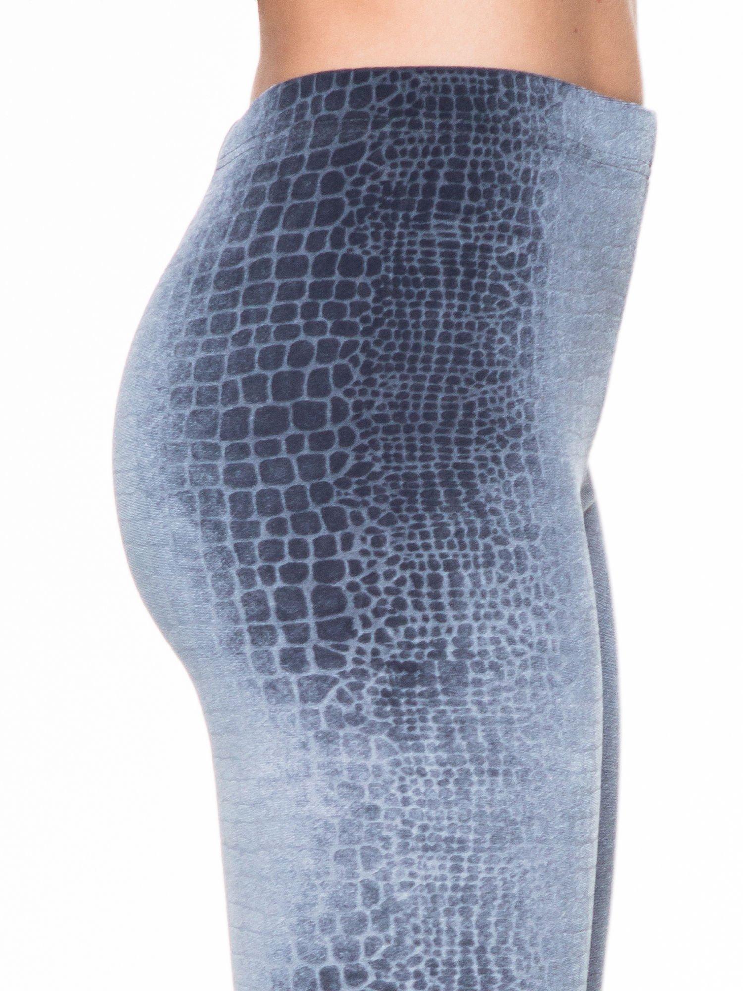 Szare legginsy z efektem skóry krokodyla                                  zdj.                                  5