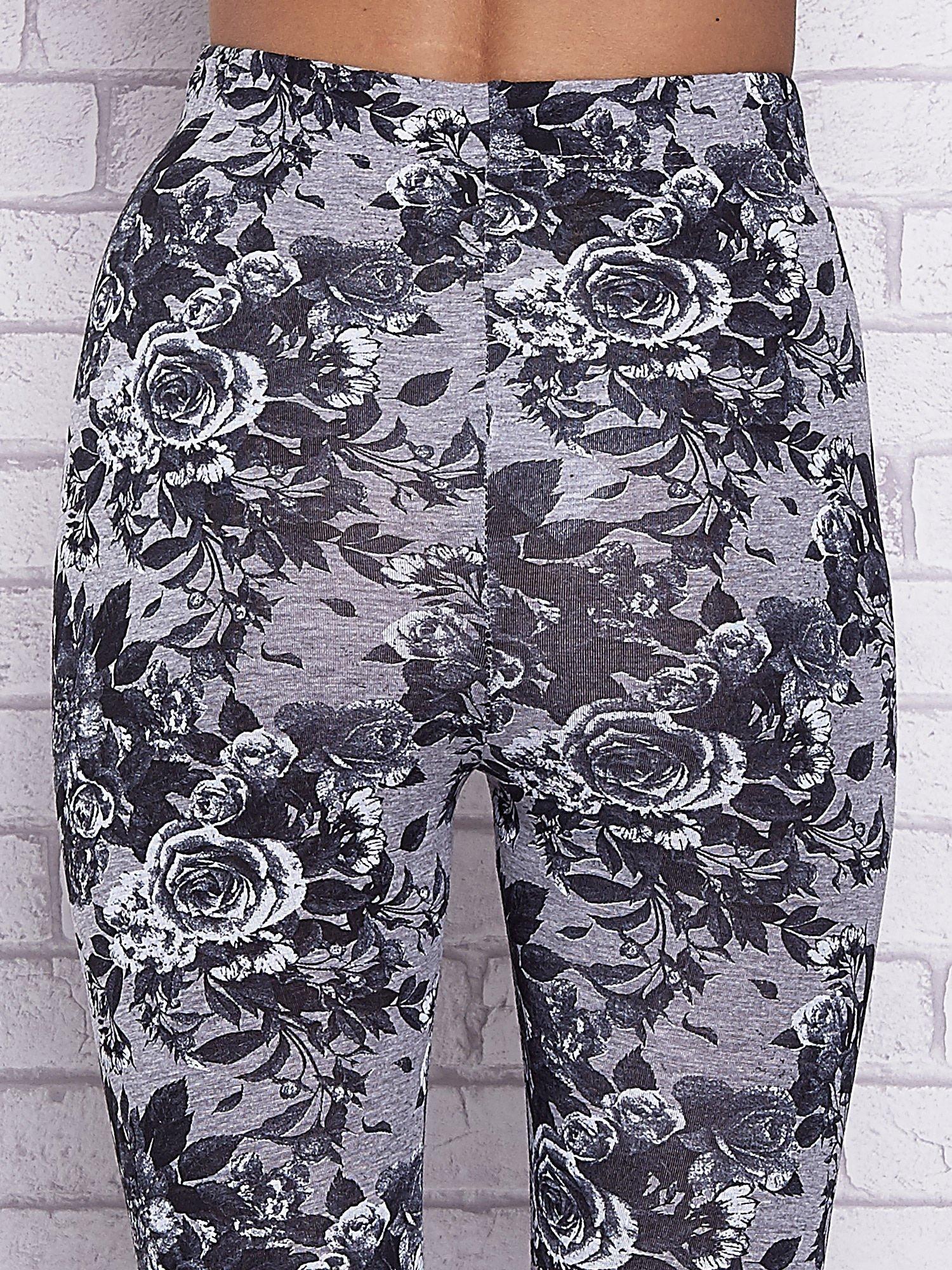 Szare melanżowe legginsy w róże                                  zdj.                                  6