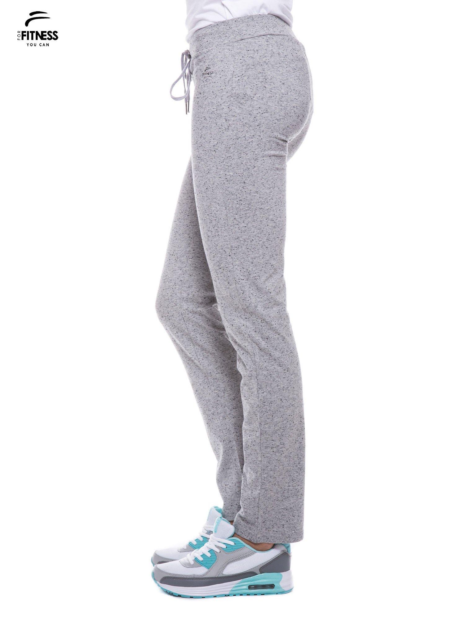 Szare spodnie dresowe wiązane w pasie                                  zdj.                                  2