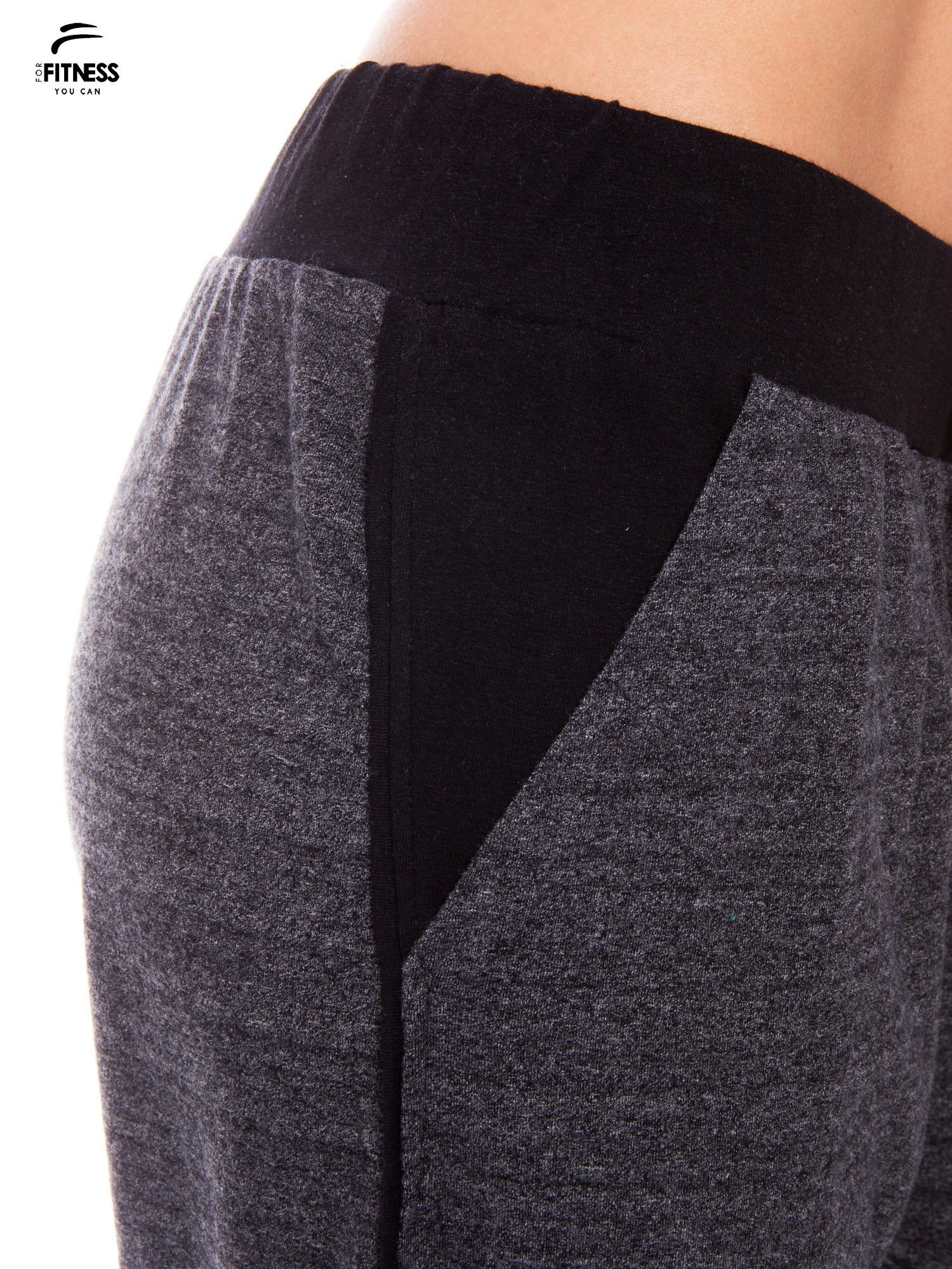Szare spodnie dresowe z nogawką slim ściągane w pasie troczkami                                  zdj.                                  4