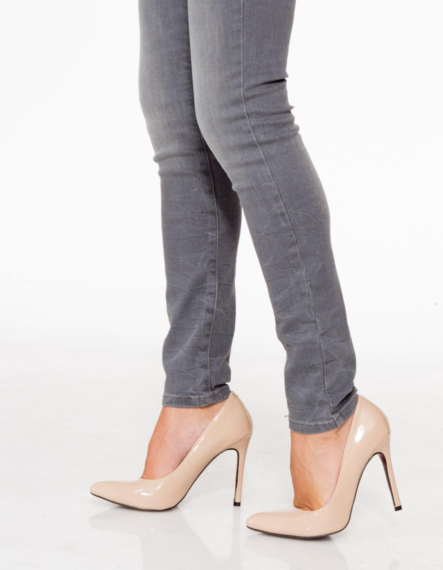 Szare spodnie jeansowe rurki z lekkim cieniowaniem                                  zdj.                                  8