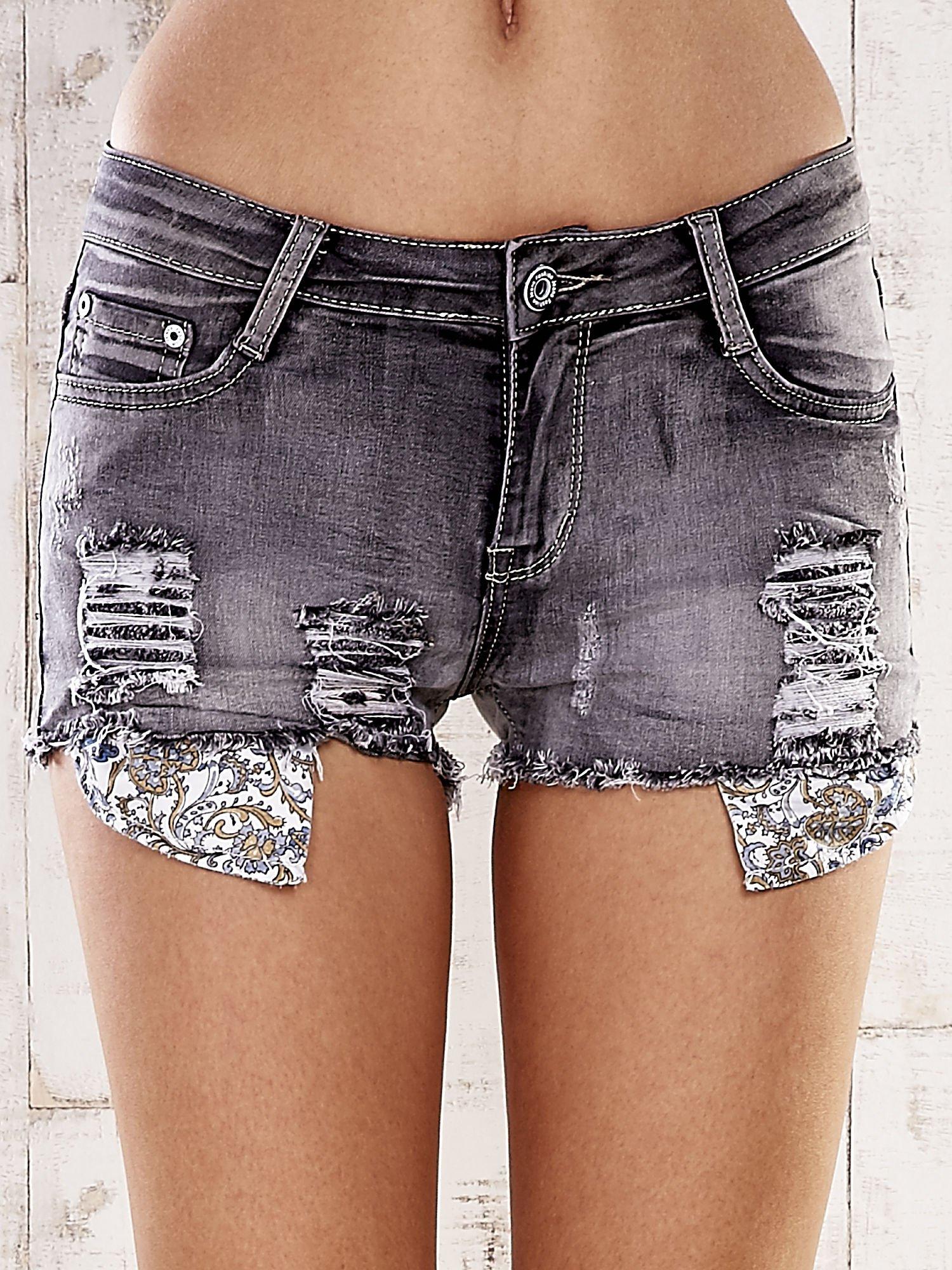 Szare szorty jeansowe z przetarciami                                  zdj.                                  1