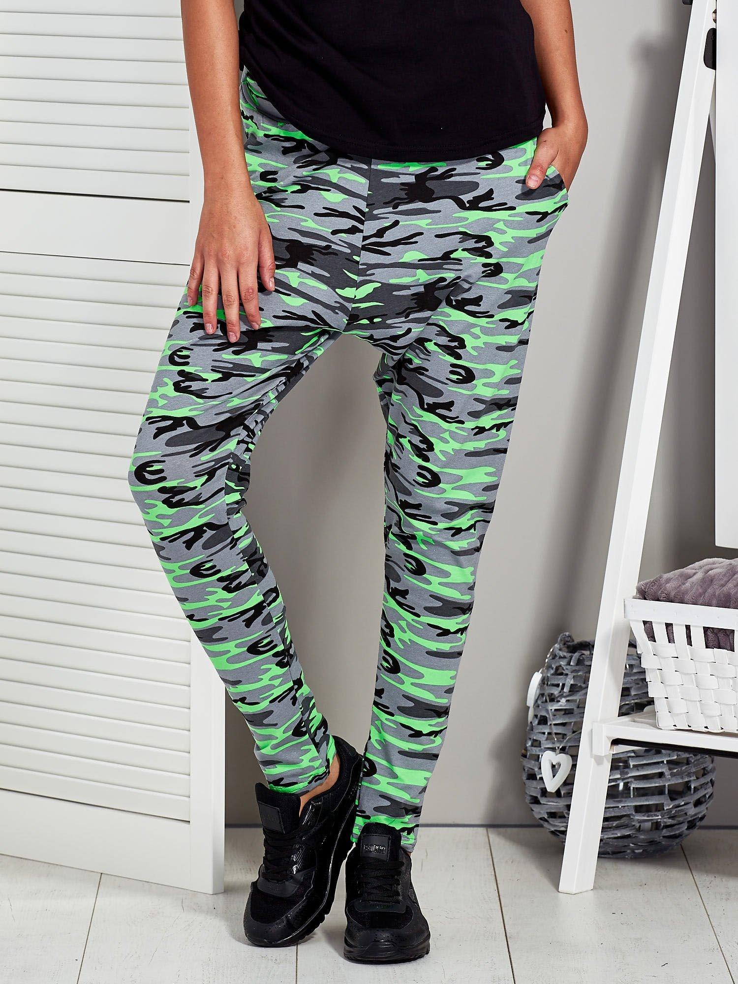 c38ed493f1a7d6 Szaro-zielone spodnie dresowe moro - Spodnie Dresowe - sklep eButik.pl