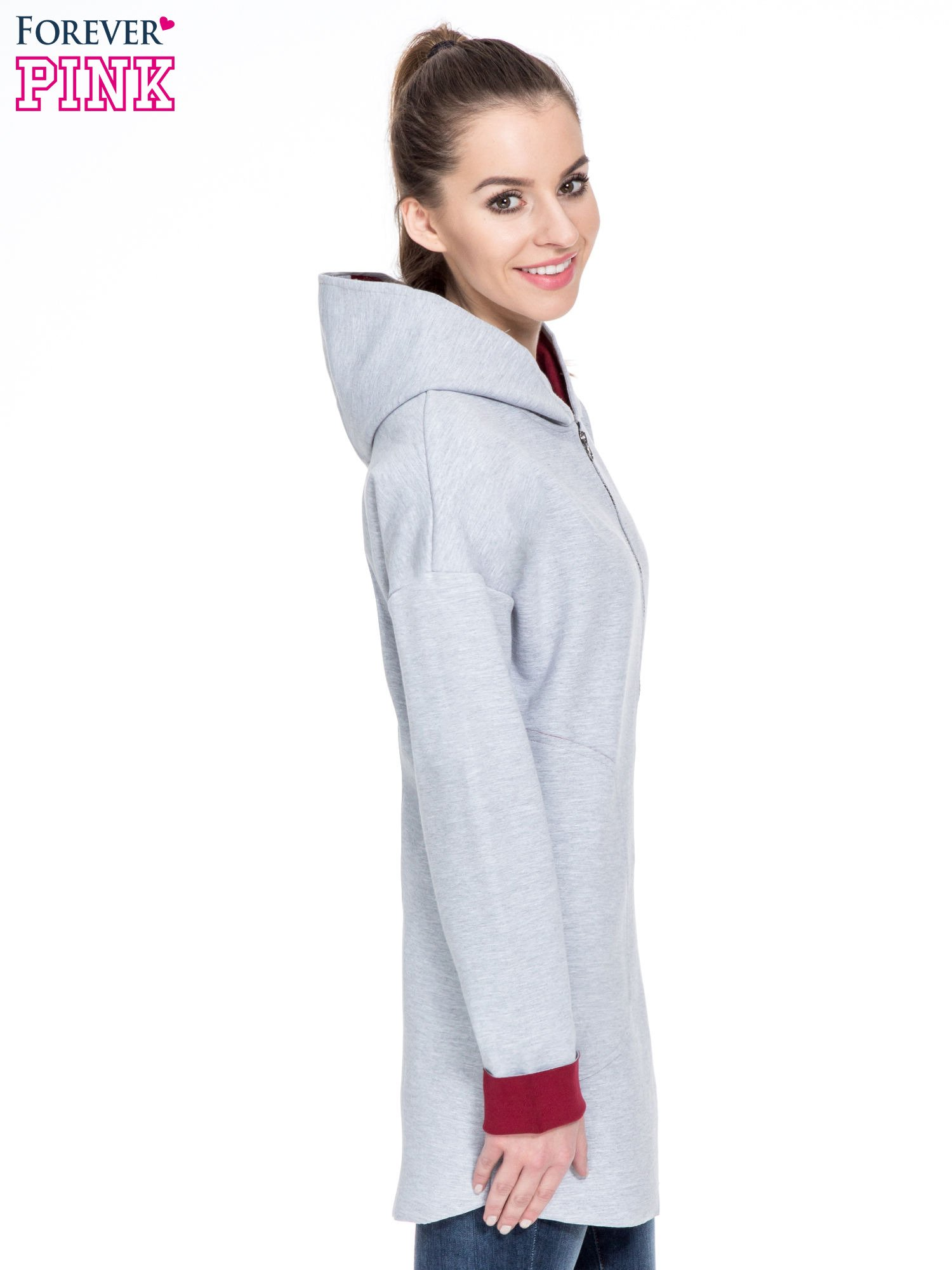 Szary dresowy płaszcz oversize z bordową podszewką                                  zdj.                                  3