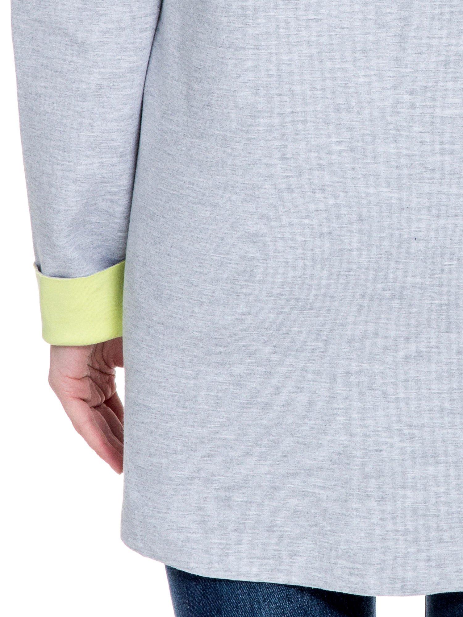 Szary dresowy płaszcz oversize z zieloną podszewką                                  zdj.                                  10