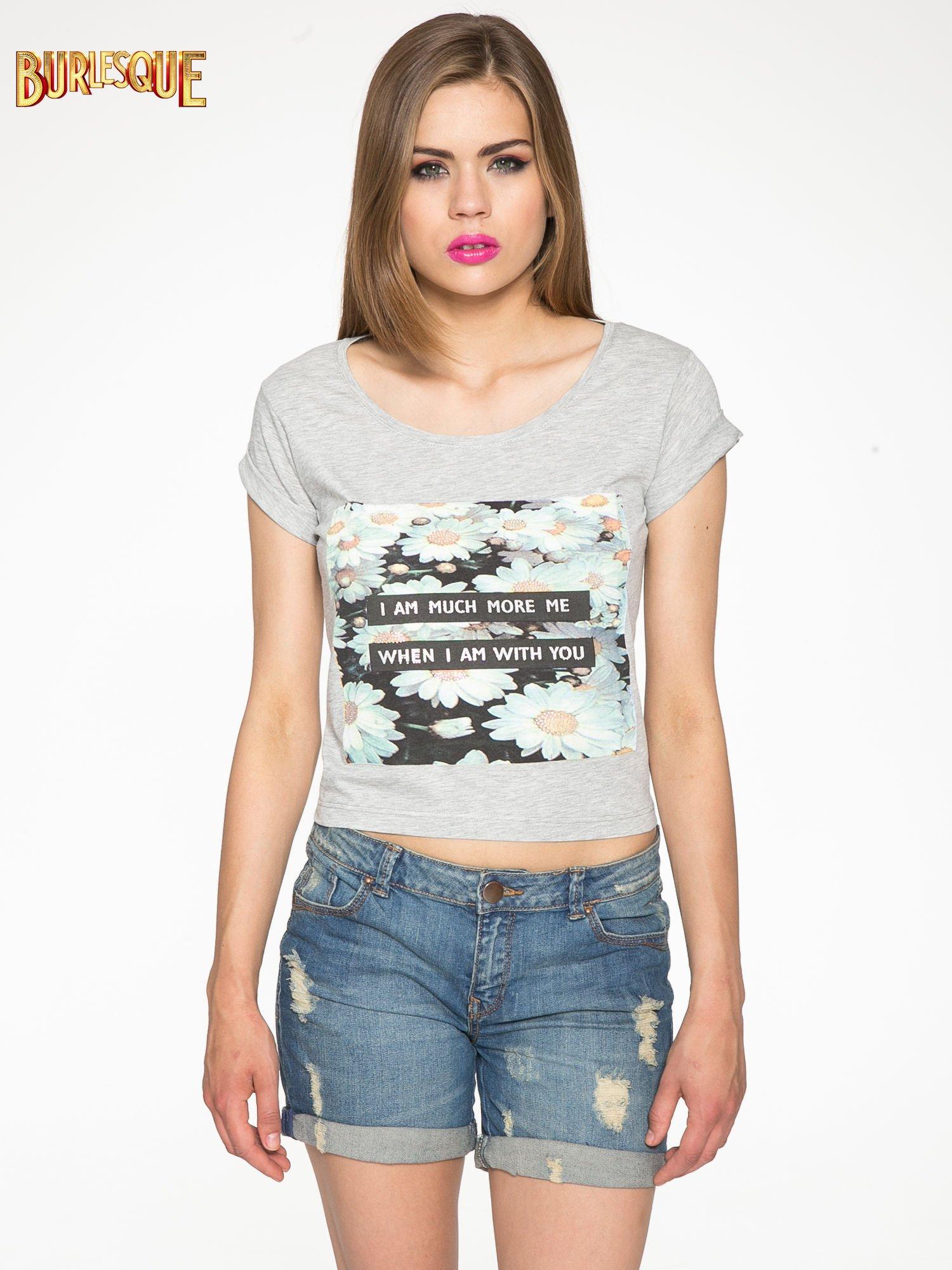 Szary krótki t-shirt z nadrukiem stokrotek i napisem                                  zdj.                                  12