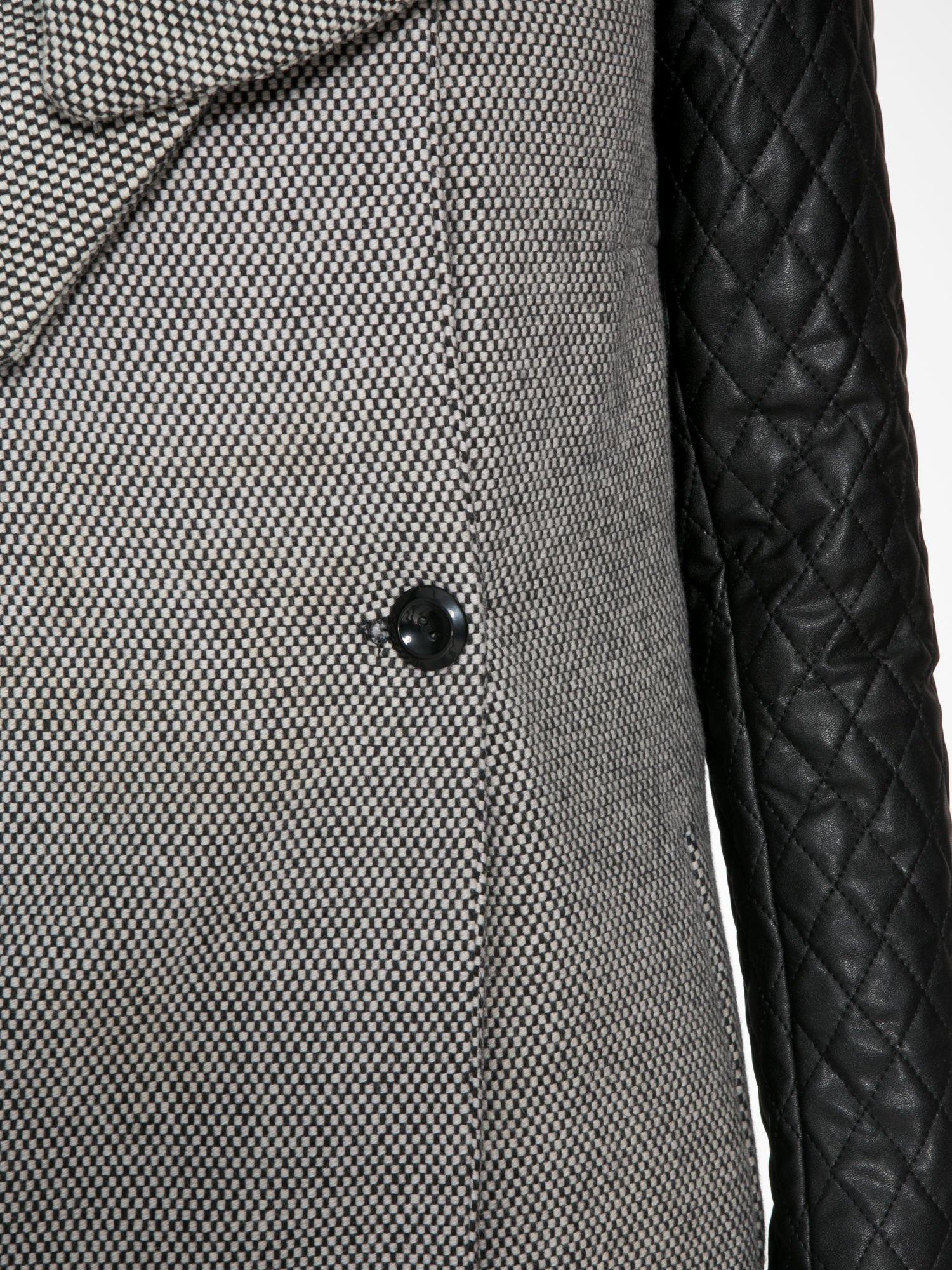 Szary melanżowy płaszcz  ze skórzanymi pikowanymi rękawami                                  zdj.                                  6