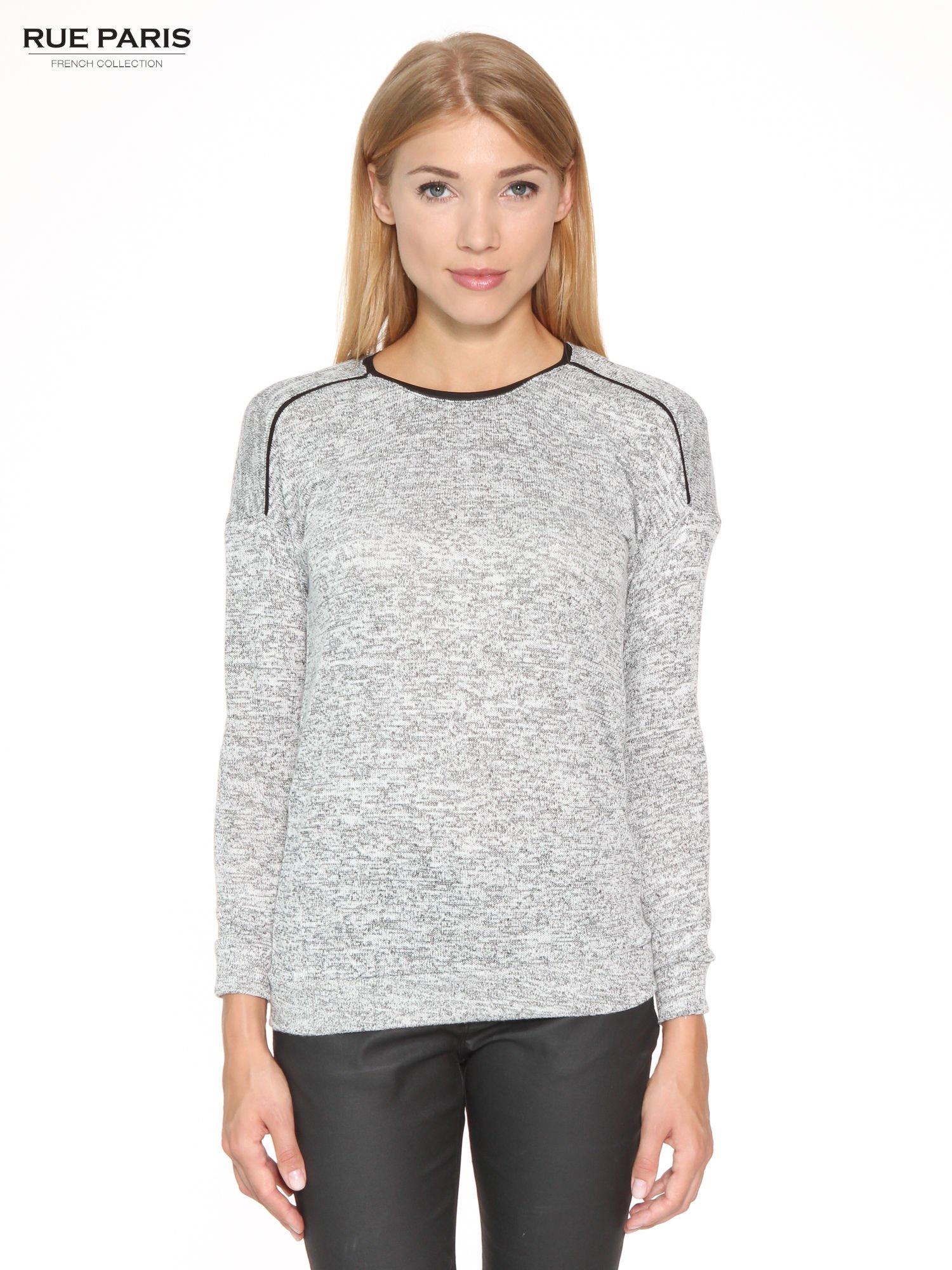Szary melanżowy sweter z kontrastowymi wstawkami przy dekolcie                                  zdj.                                  1