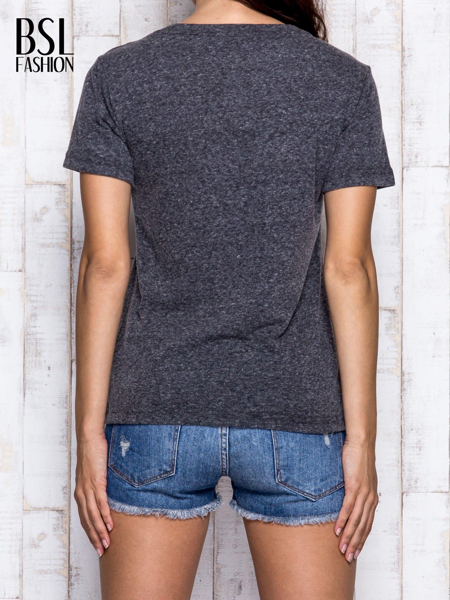 Szary melanżowy t-shirt z trójkątnym dekoltem