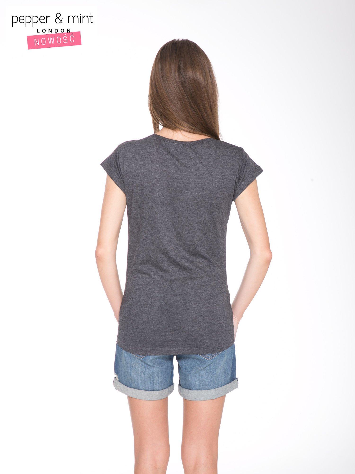 Szary t-shirt z kwiatowym nadrukiem i złotym napisem                                  zdj.                                  4