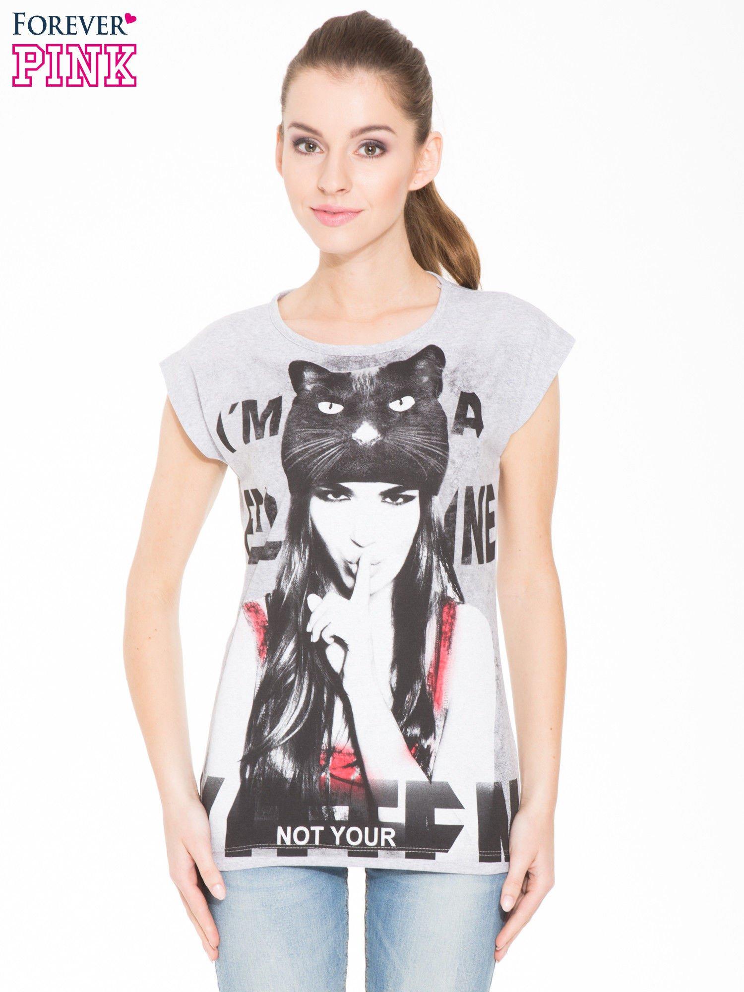 Szary t-shirt z nadrukiem kobiety-kota                                  zdj.                                  1