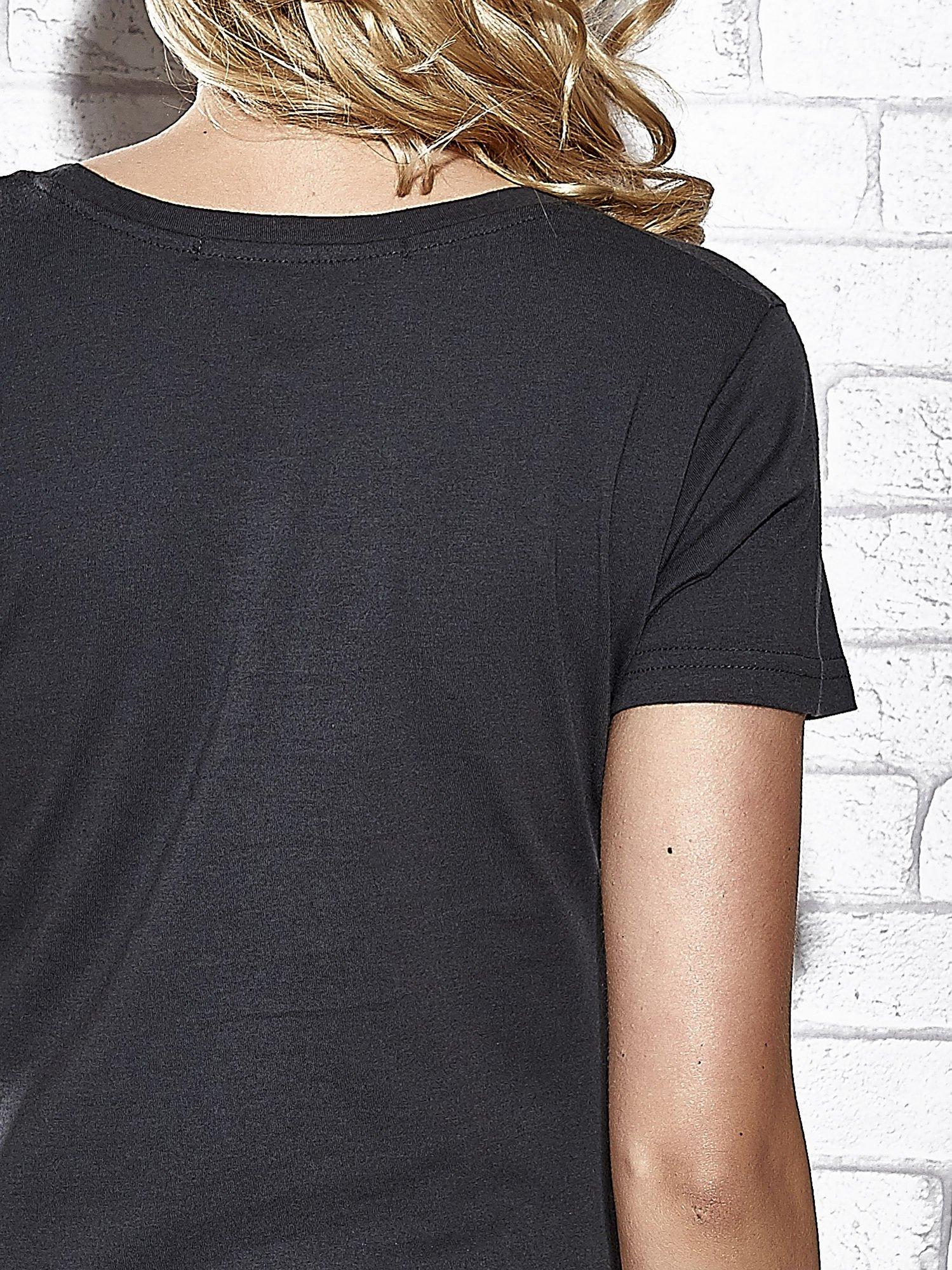 Szary t-shirt z nadrukiem królika Funk n Soul                                  zdj.                                  6