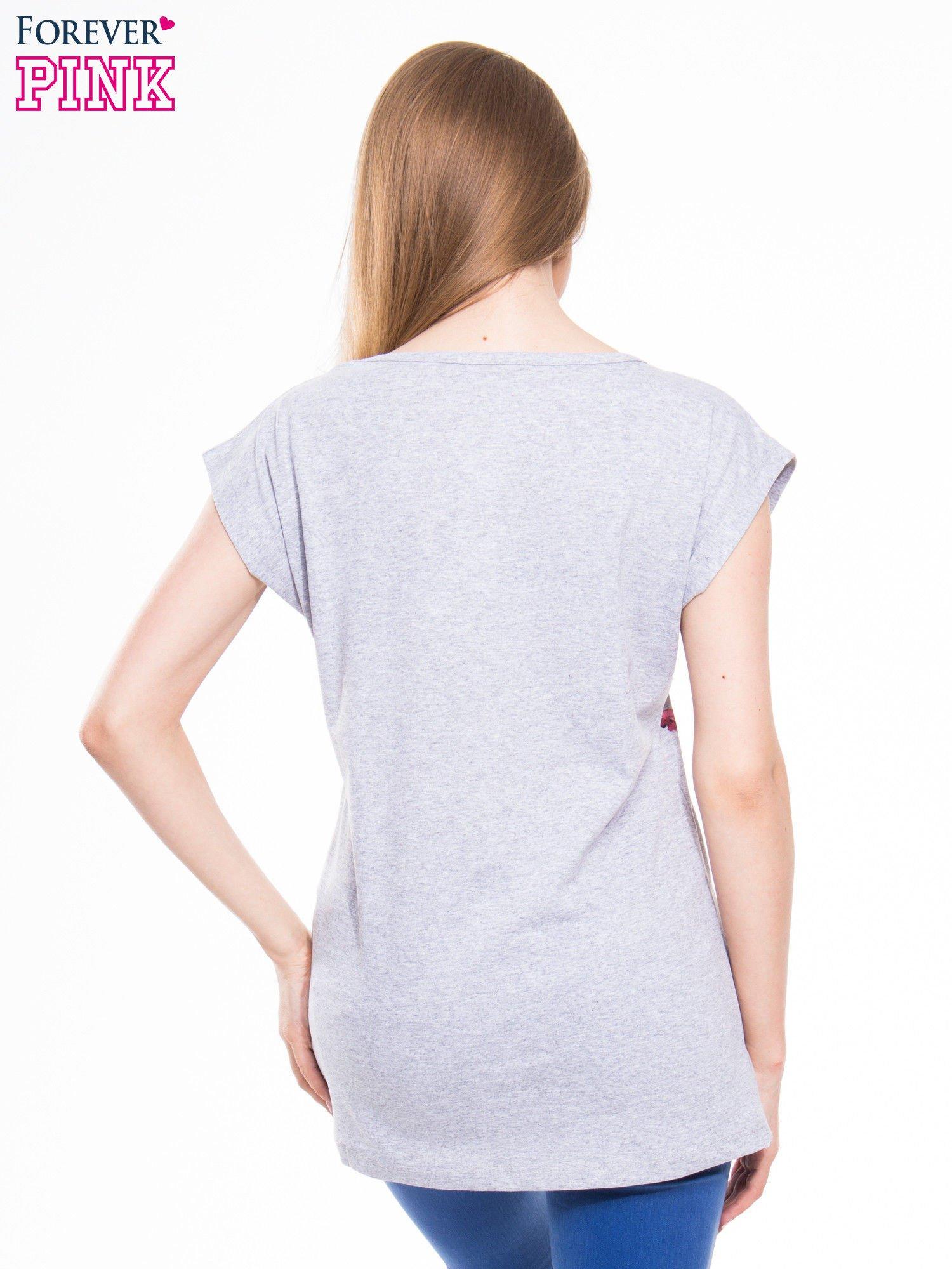 Szary t-shirt z nadrukiem kwiatów i napisem DREAM                                  zdj.                                  3