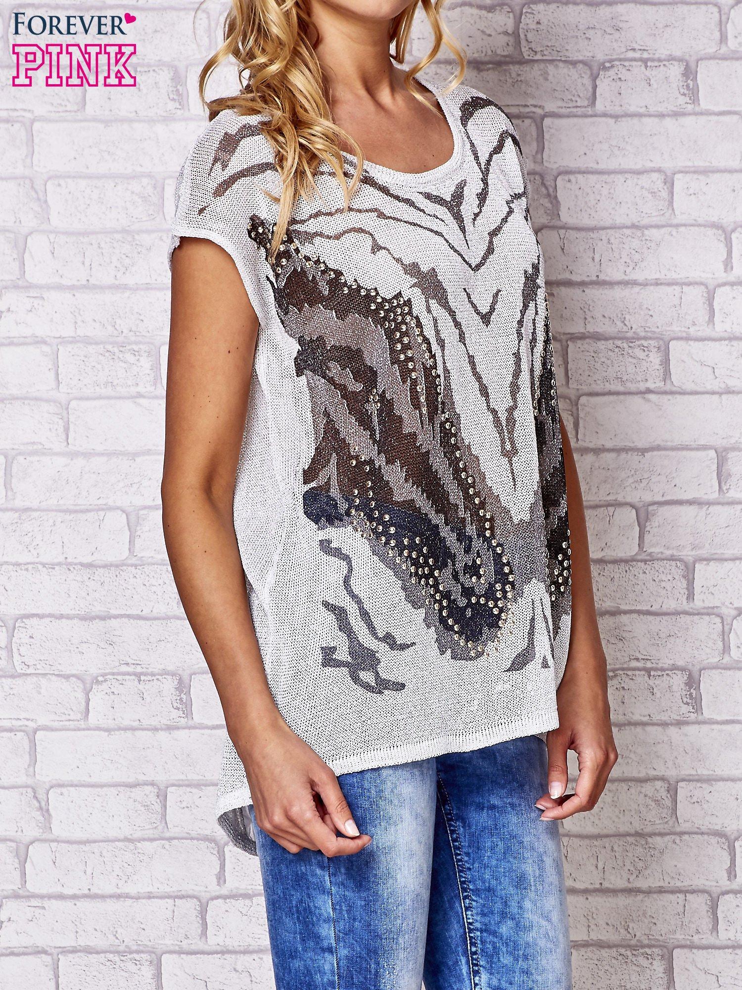 Szary t-shirt z nadrukiem motyla                                  zdj.                                  3