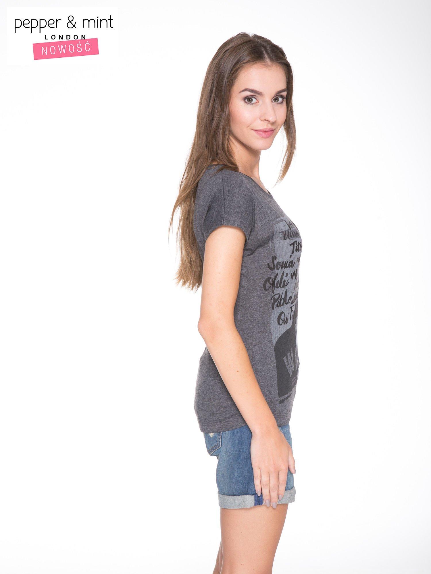 Szary t-shirt z nadrukiem twarzy i napisem WHOM?                                  zdj.                                  3