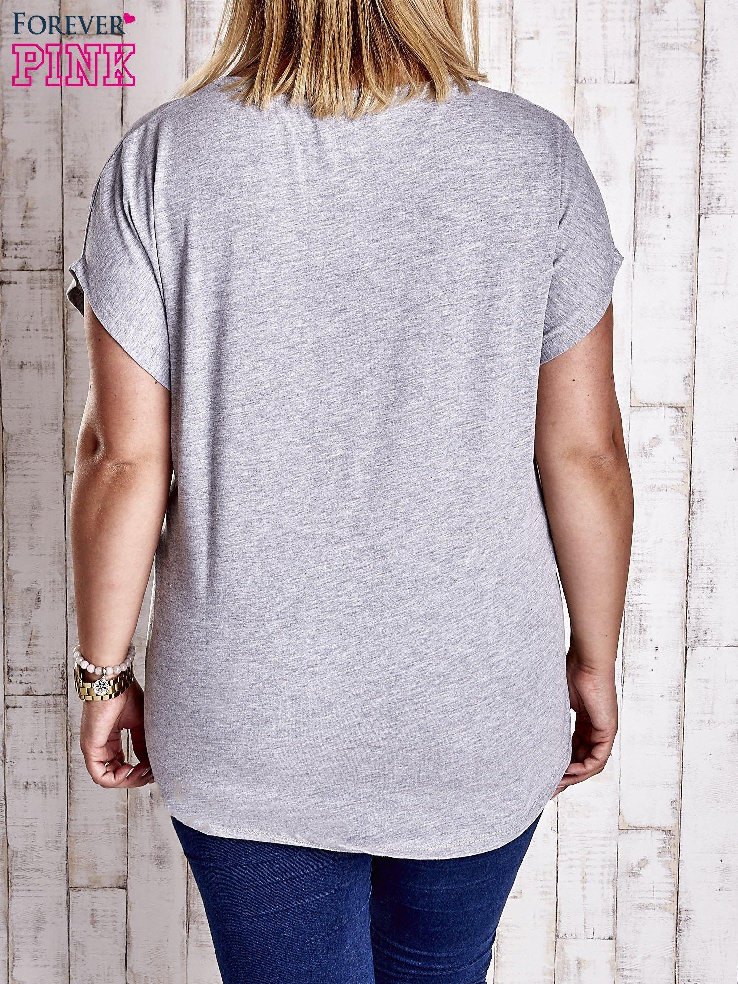 Szary t-shirt z napisem DON'T SAY MAYBE PLUS SIZE