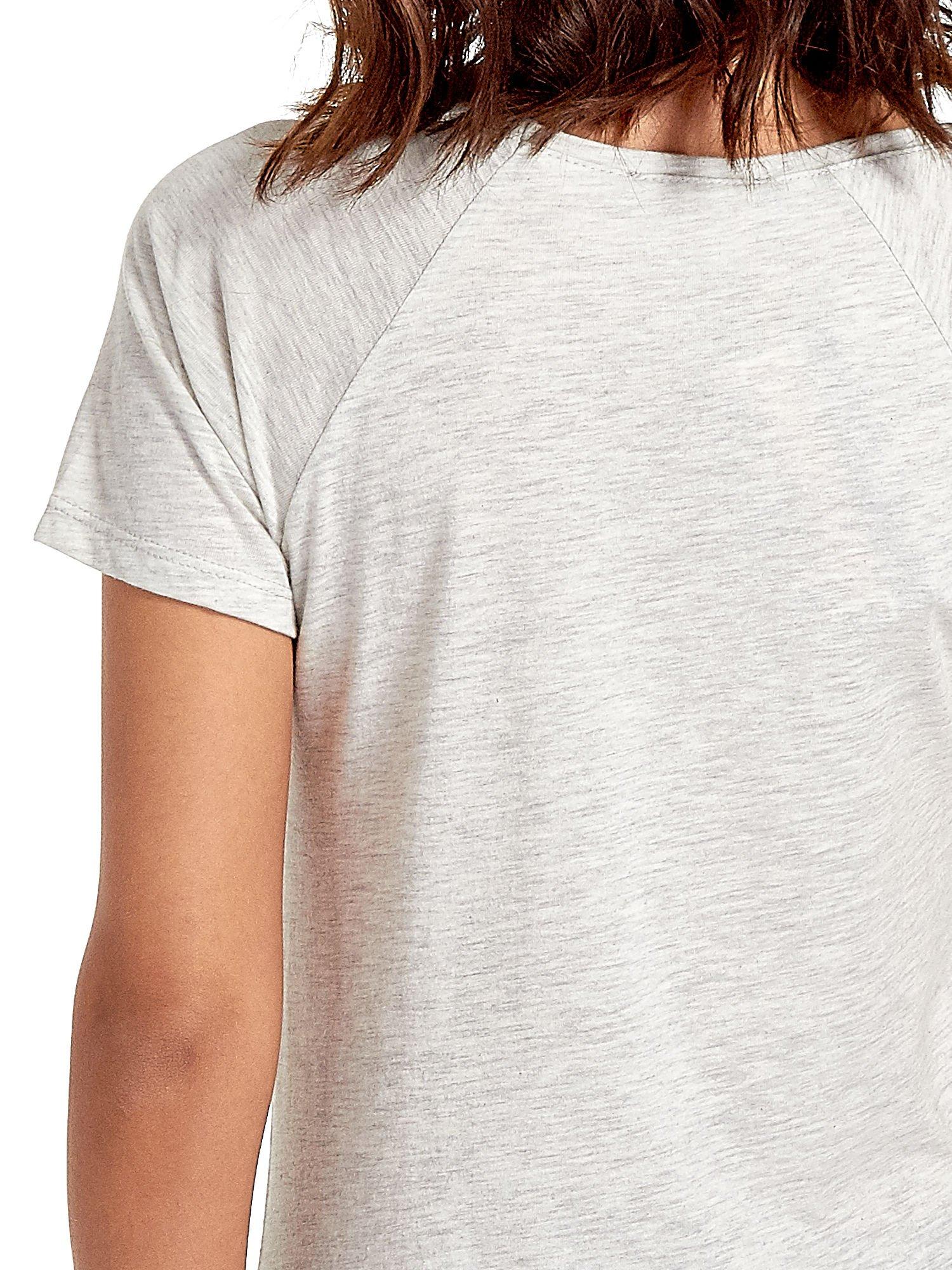Szary t-shirt z napisem HOURS MINUTES SECONDS z dżetami                                  zdj.                                  6
