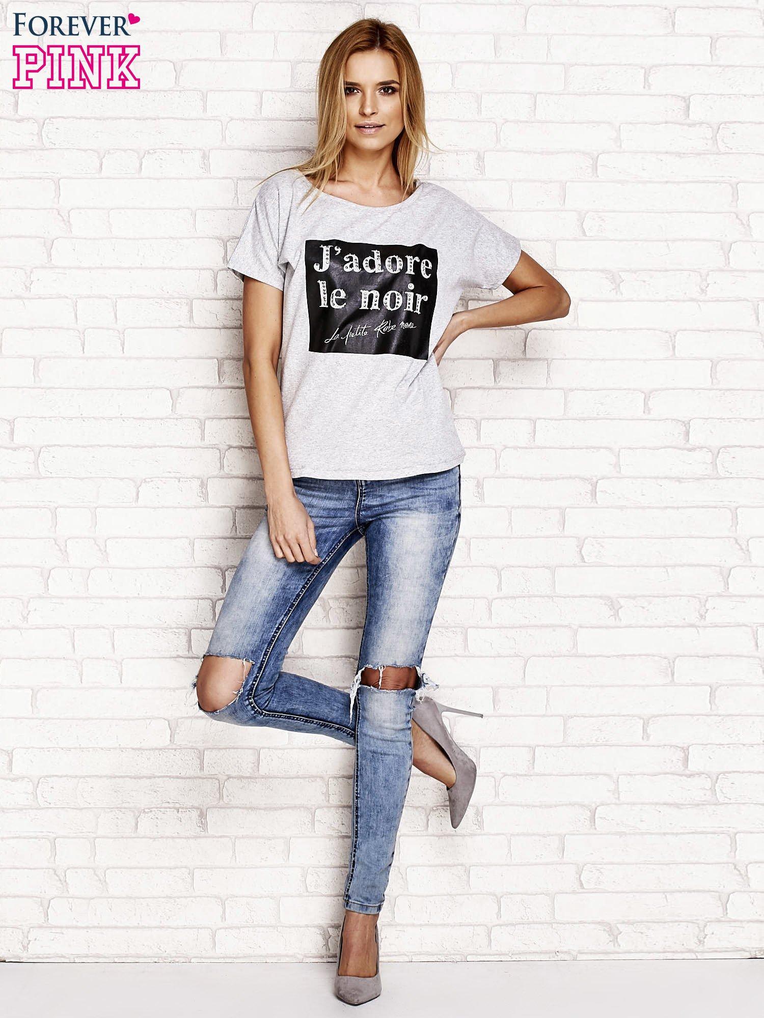 Szary t-shirt z napisem J'ADORE LE NOIR                                  zdj.                                  4