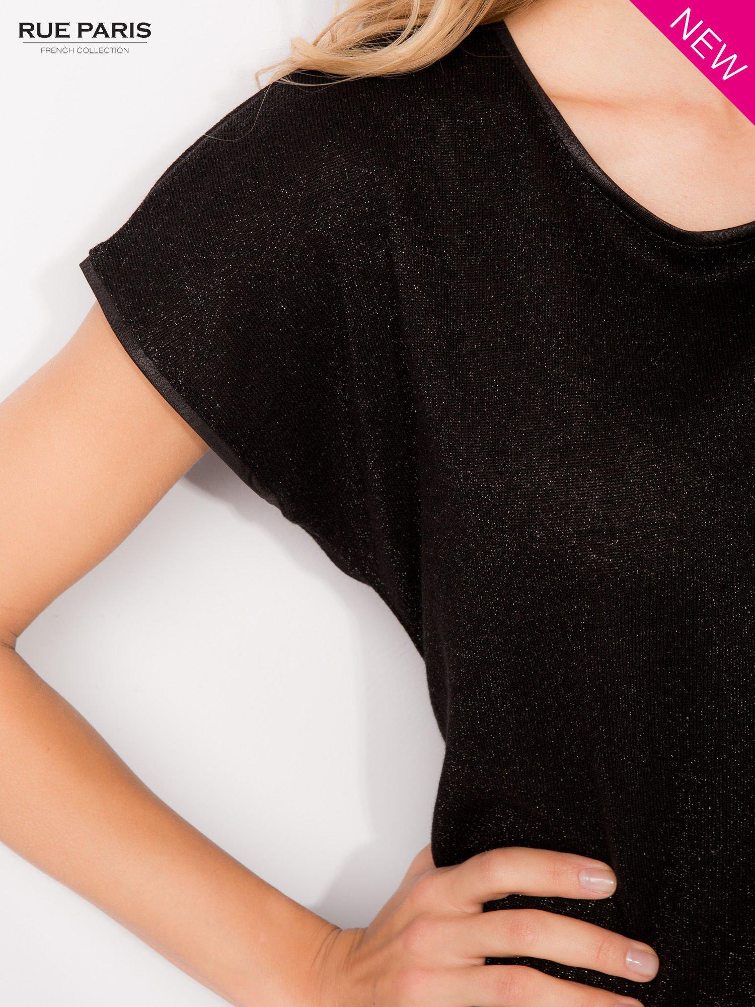 T-shirt z łączonych materiałów z dłuższym tyłem-mgiełką                                  zdj.                                  6
