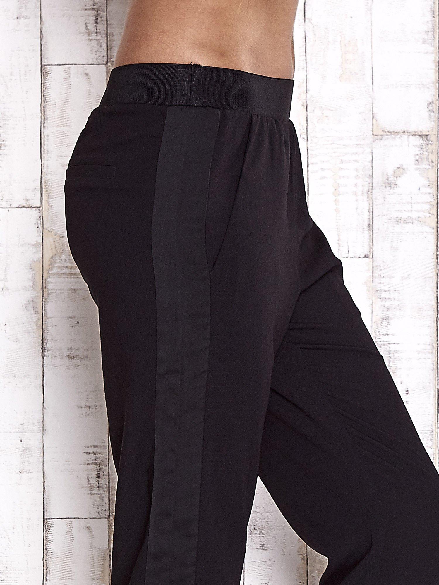 TOM TAILOR Czarne lejące spodnie z lampasem                                  zdj.                                  6