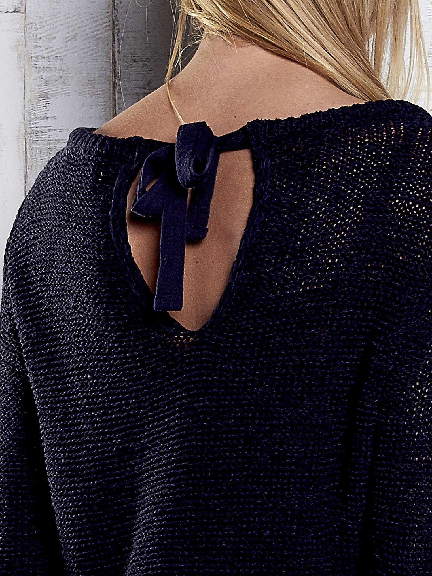 TOM TAILOR Granatowy sweter z kokardą na plecach                                  zdj.                                  6
