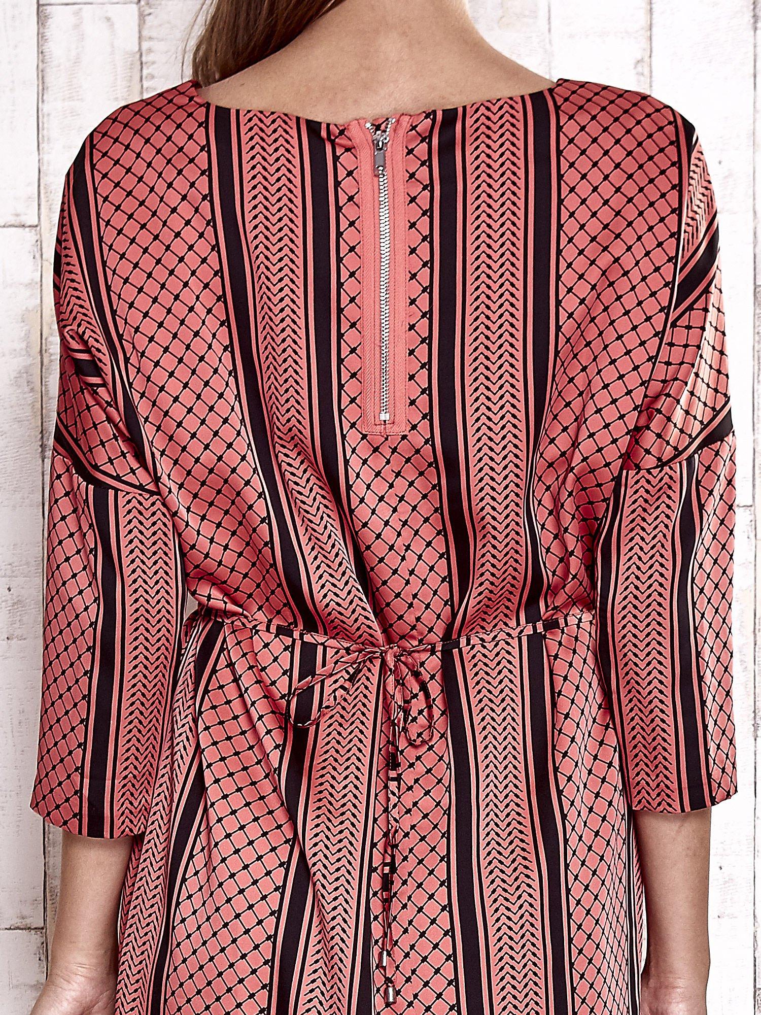TOM TAILOR Koralowa graficzna sukienka z wiązaniem                                  zdj.                                  7