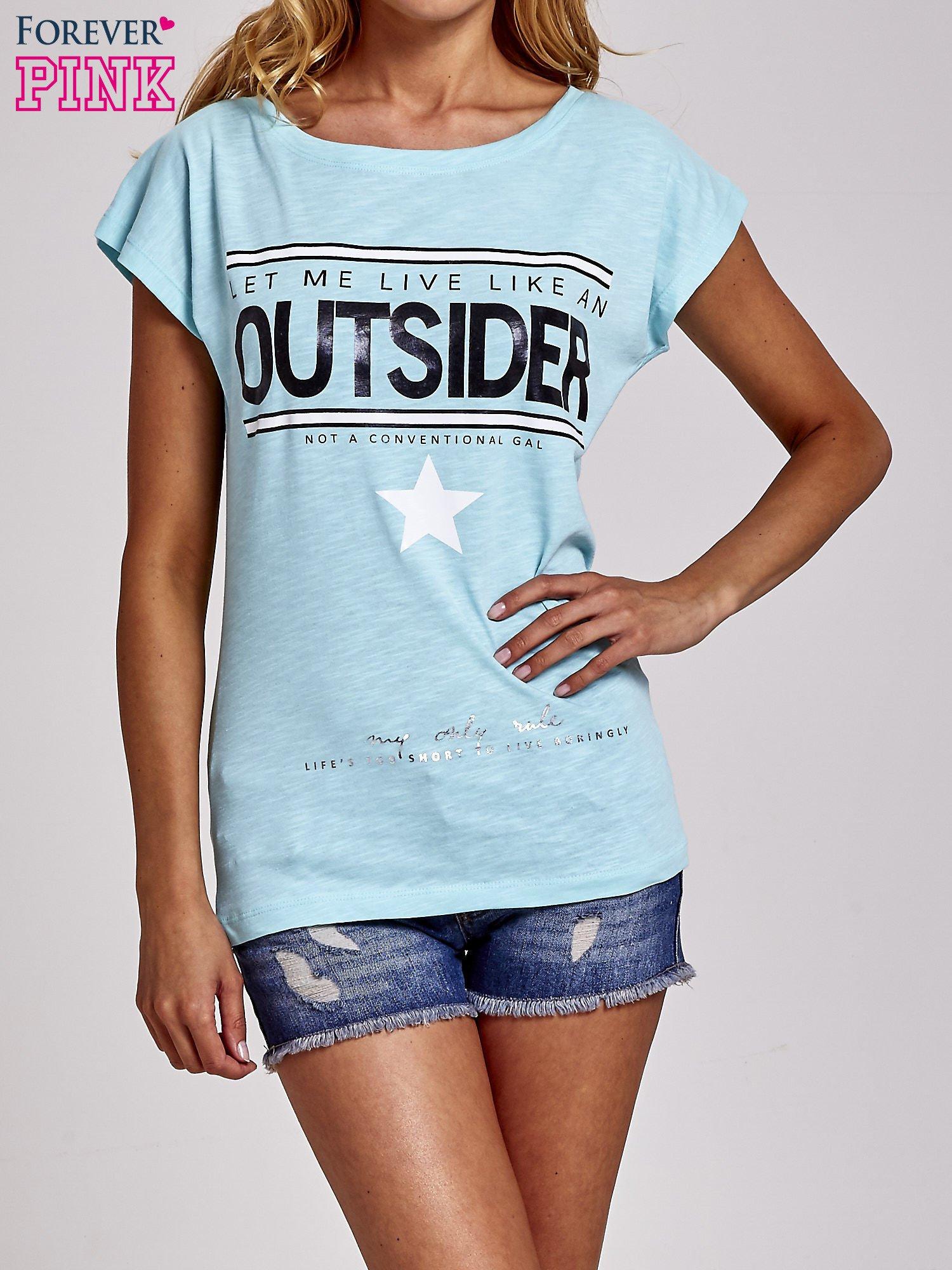 Turkusowy t-shirt z napisem OUTSIDER                                  zdj.                                  1
