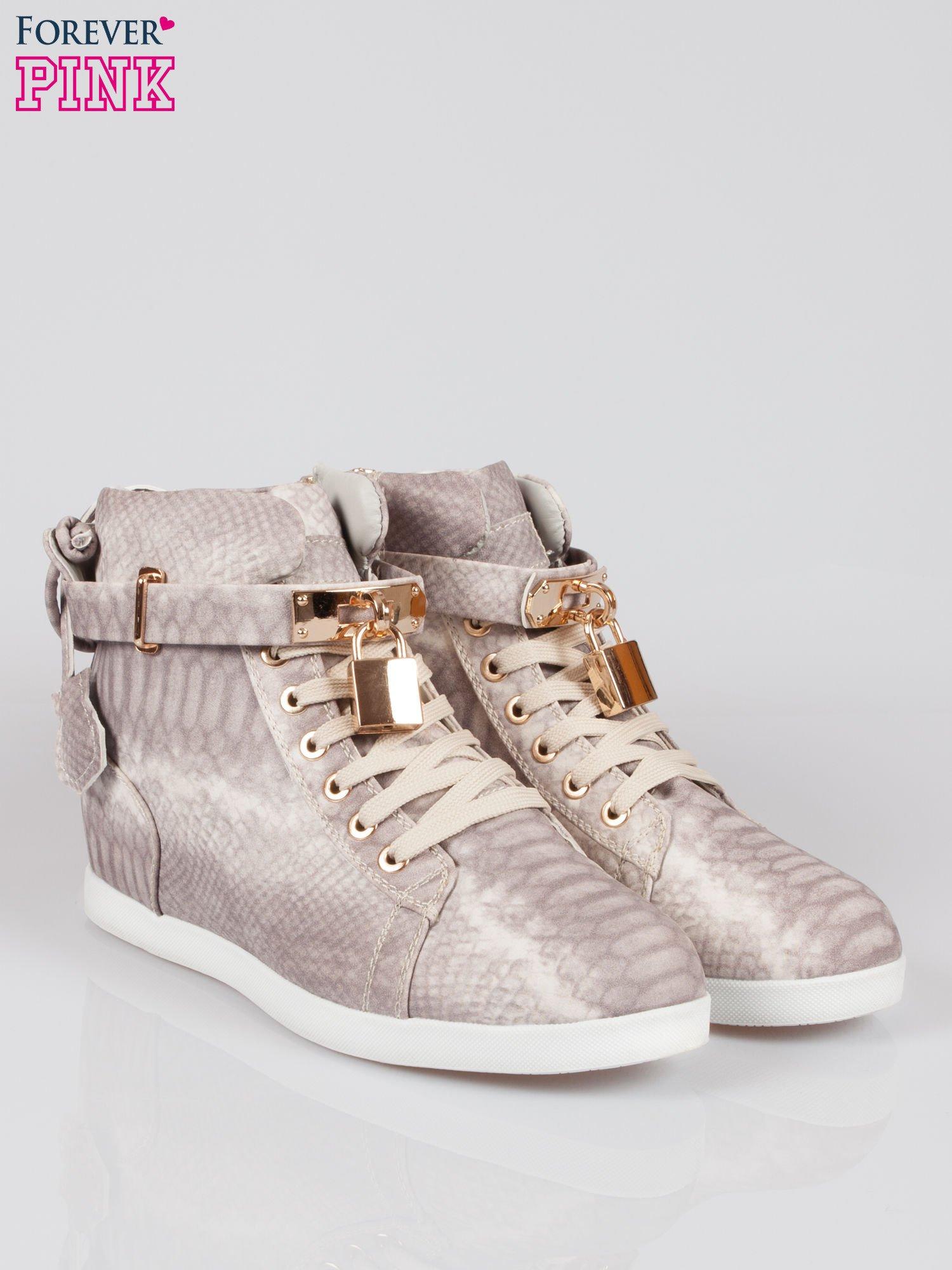 Wężowe sneakersy damskie ze złotą kłódką                                  zdj.                                  2
