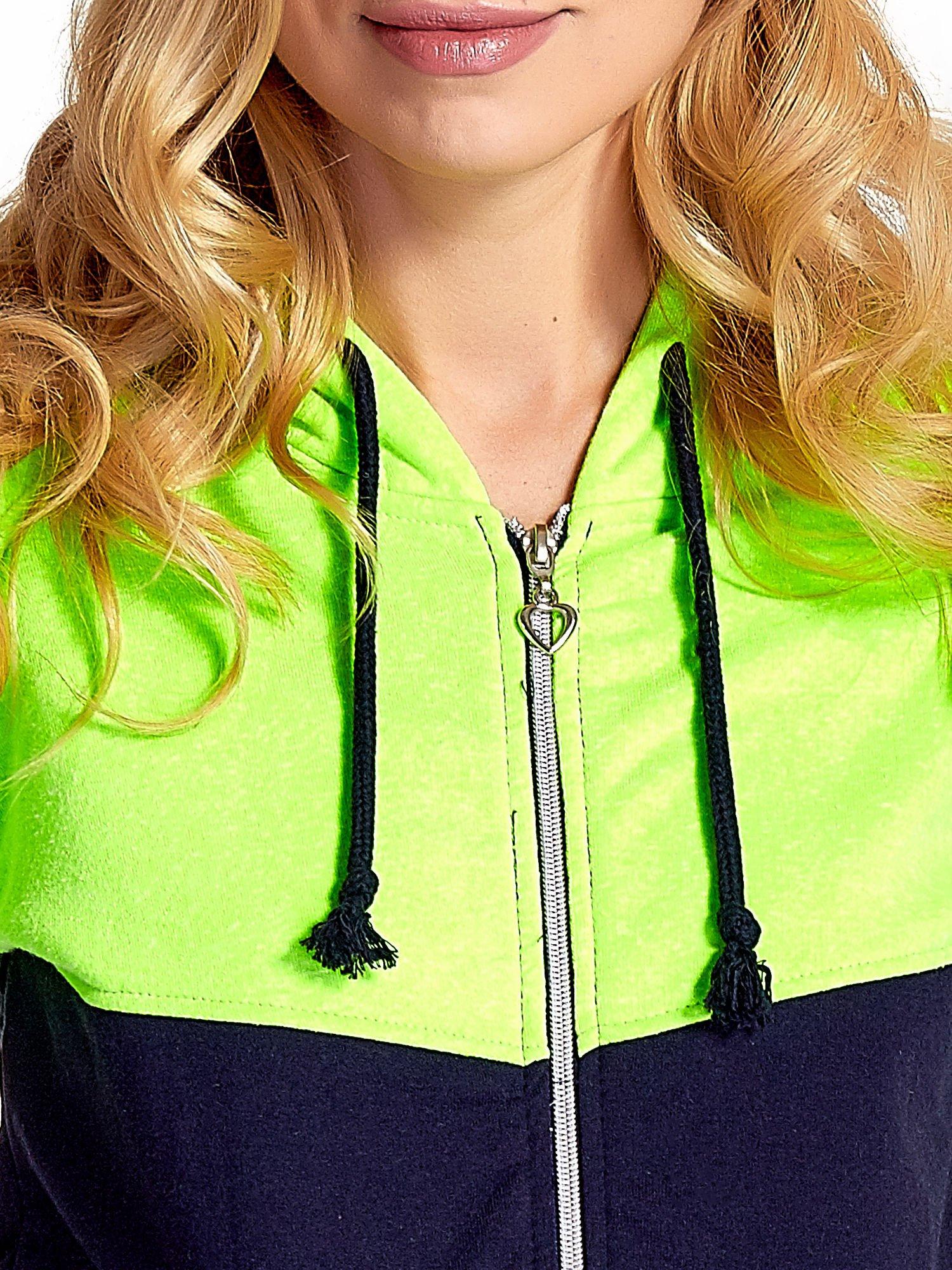 Zielona bluza z granatowym pasem                                  zdj.                                  6