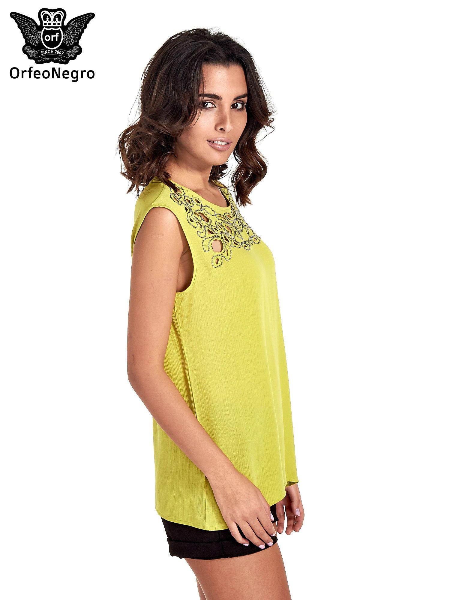 Zielona bluzka koszulowa z ozdobnym dekoltem z wycięciami                                  zdj.                                  3