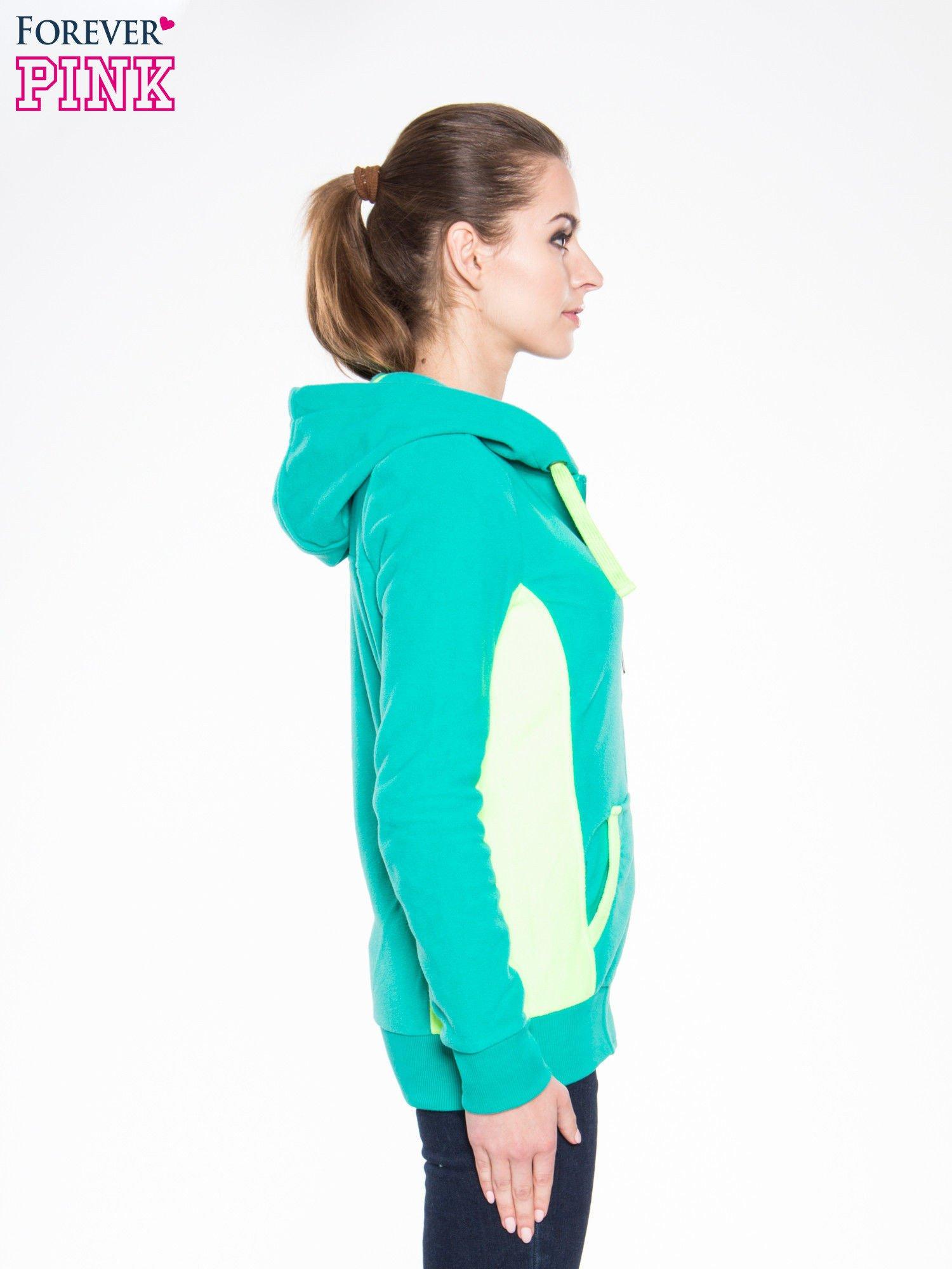 Zielona polarowa bluza z kontrastowymi przeszyciami                                  zdj.                                  3