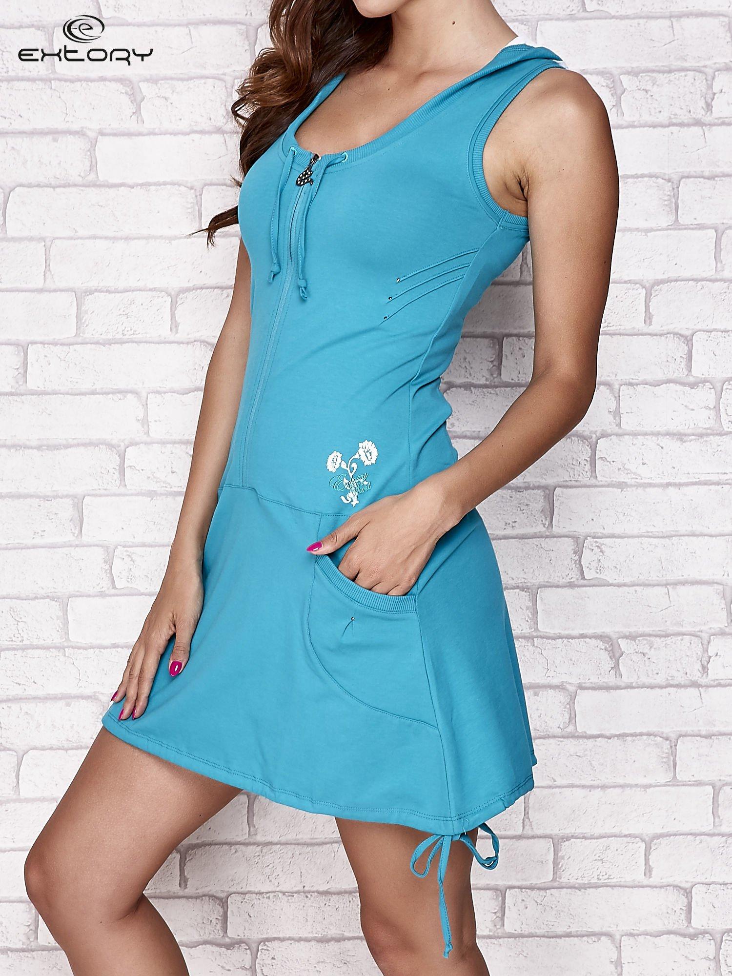 Zielona sukienka sportowa z kapturem                                  zdj.                                  3