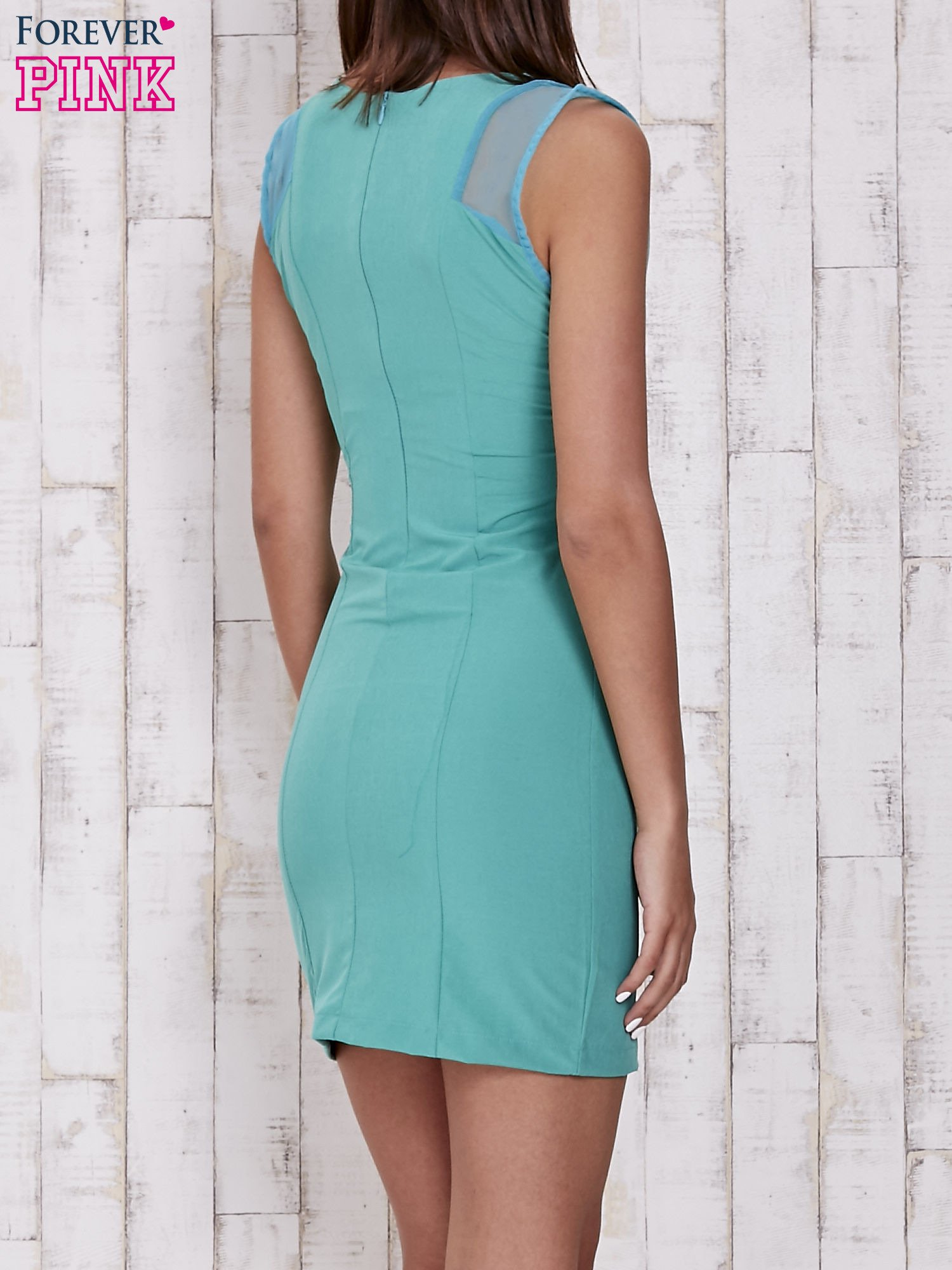 Zielona sukienka tuba z dekoltem V                                  zdj.                                  2