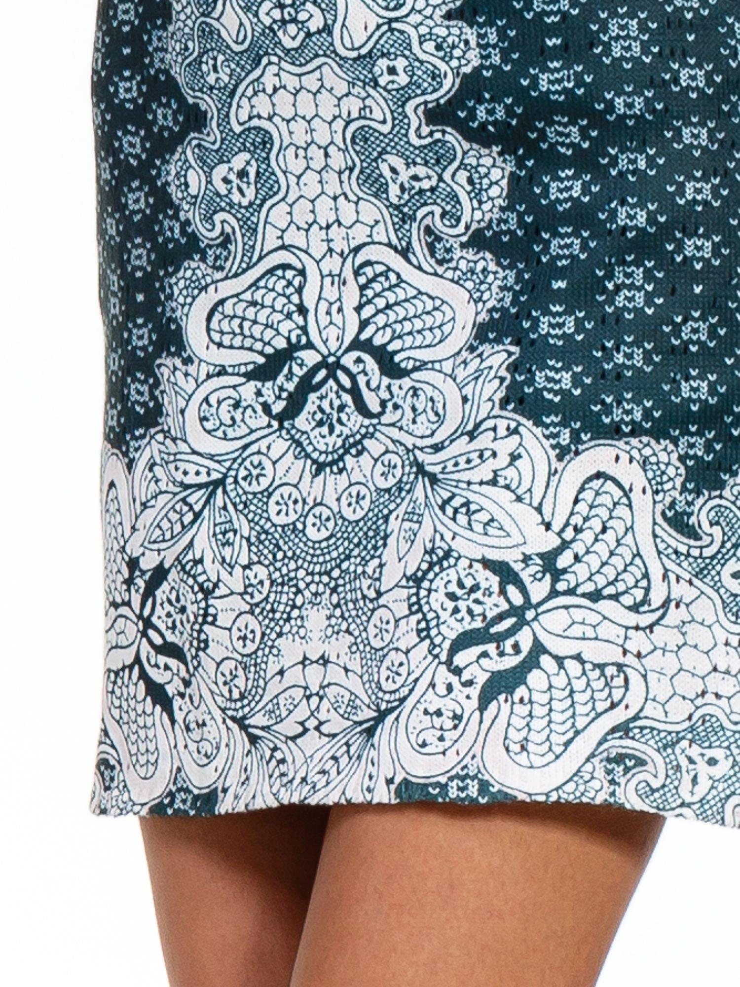 Zielona sukienka z roślinnym nadrukiem                                  zdj.                                  6