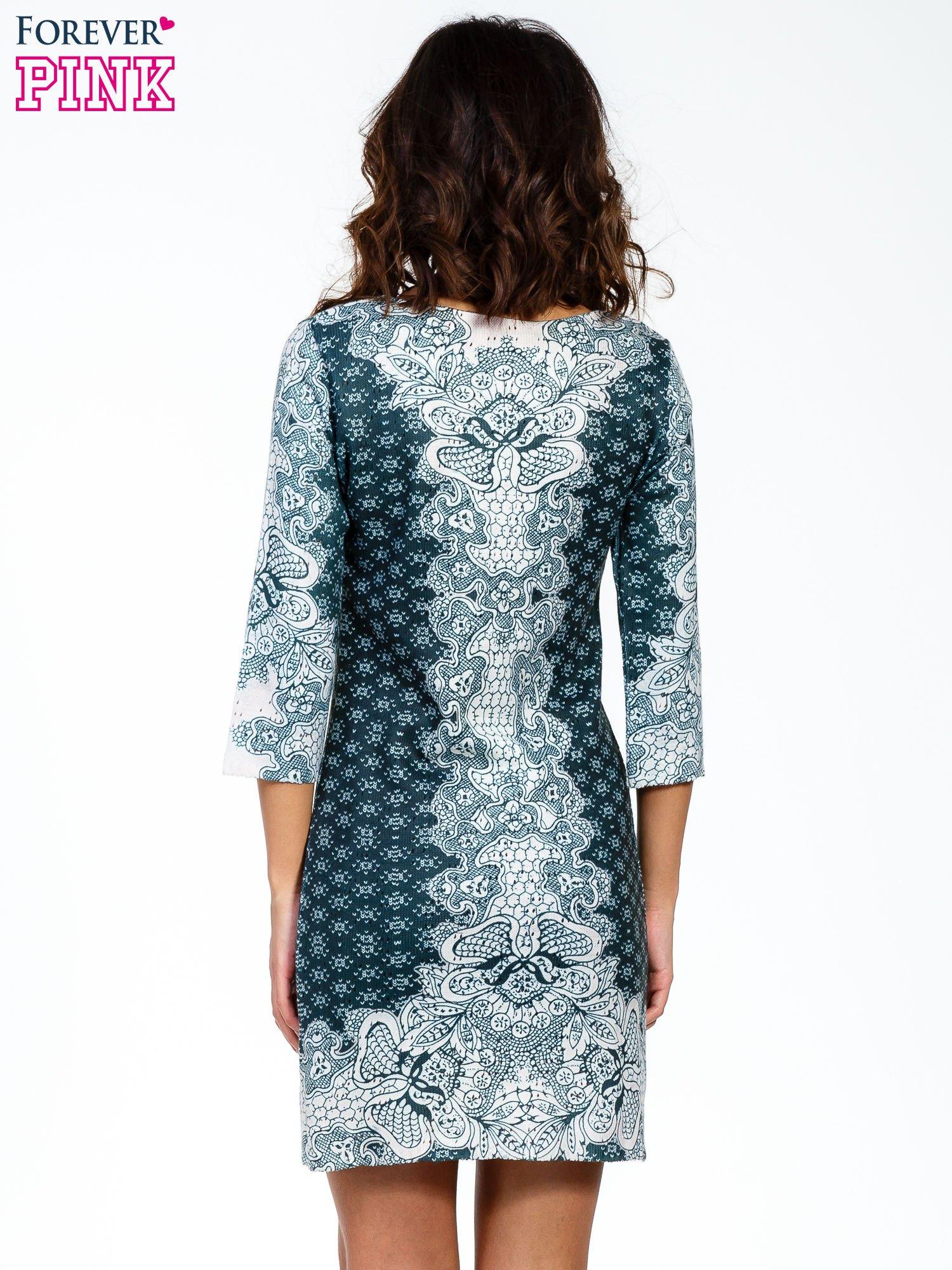 Zielona sukienka z roślinnym nadrukiem                                  zdj.                                  2