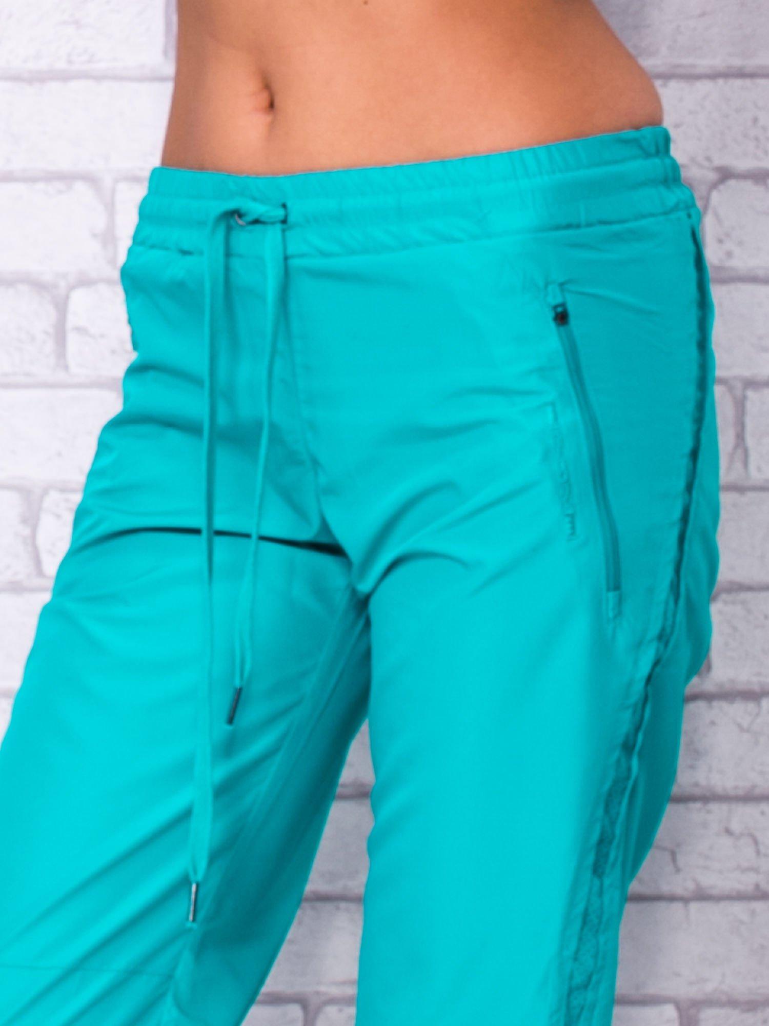 Zielone spodnie sportowe capri z siateczką                                  zdj.                                  4