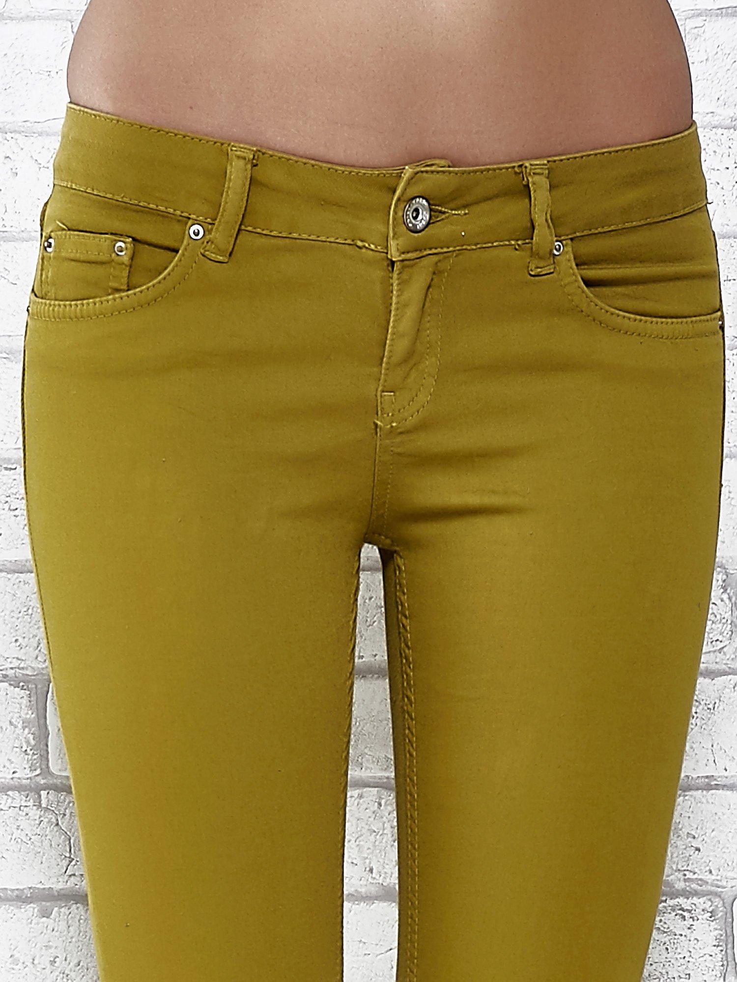 Zielone spodnie typu skinny z elastycznego materiału                                  zdj.                                  4