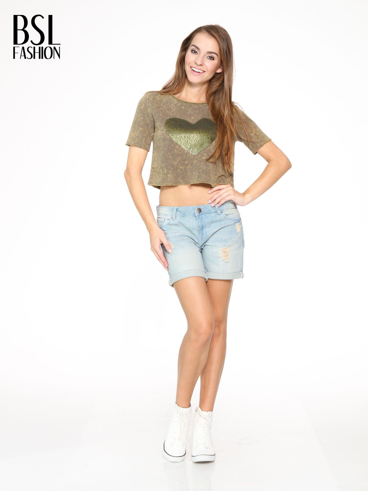 Zielony t-shirt cropped z cekinowym sercem                                  zdj.                                  5
