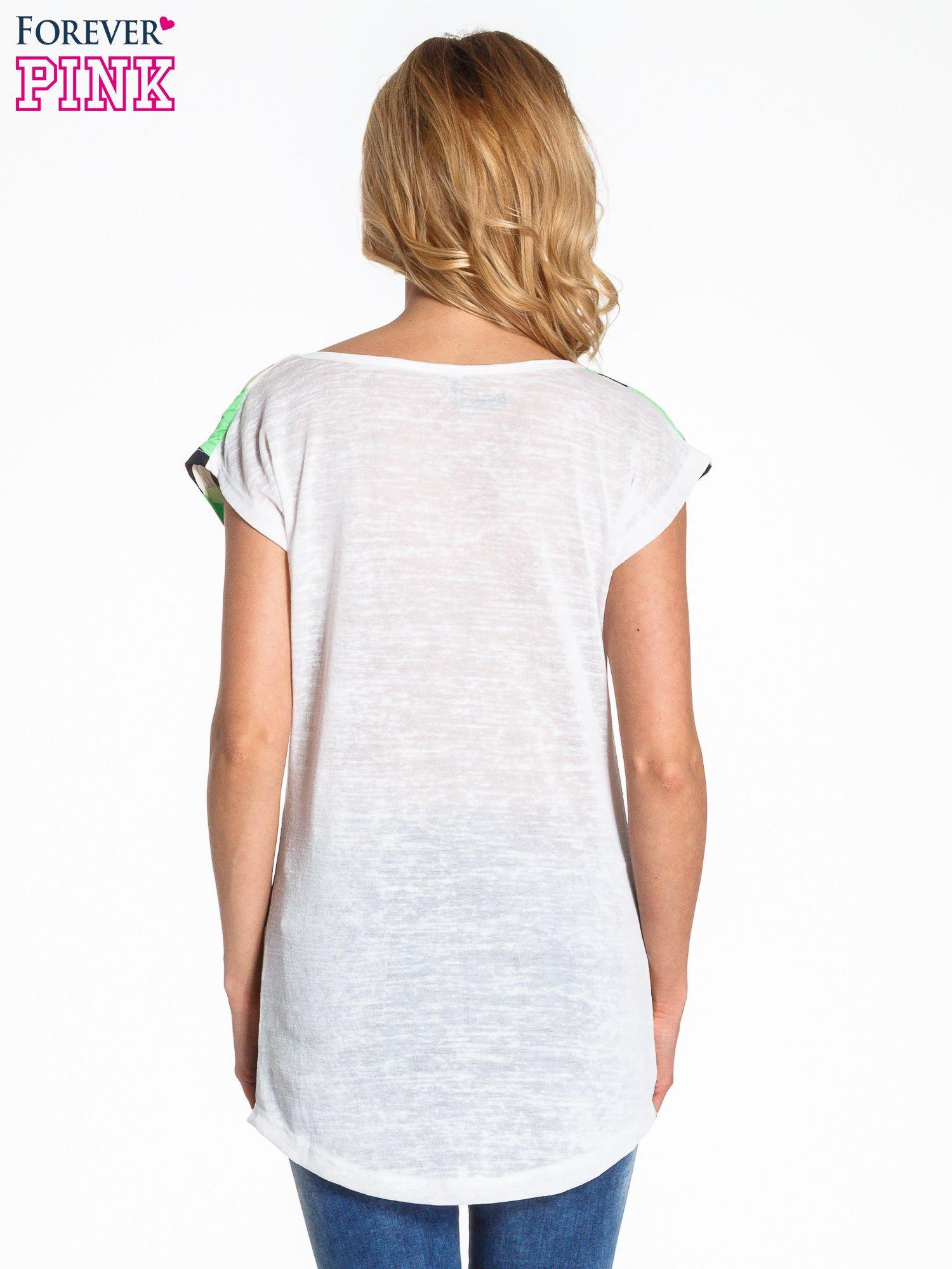 Zielony t-shirt we wzór kół                                  zdj.                                  4