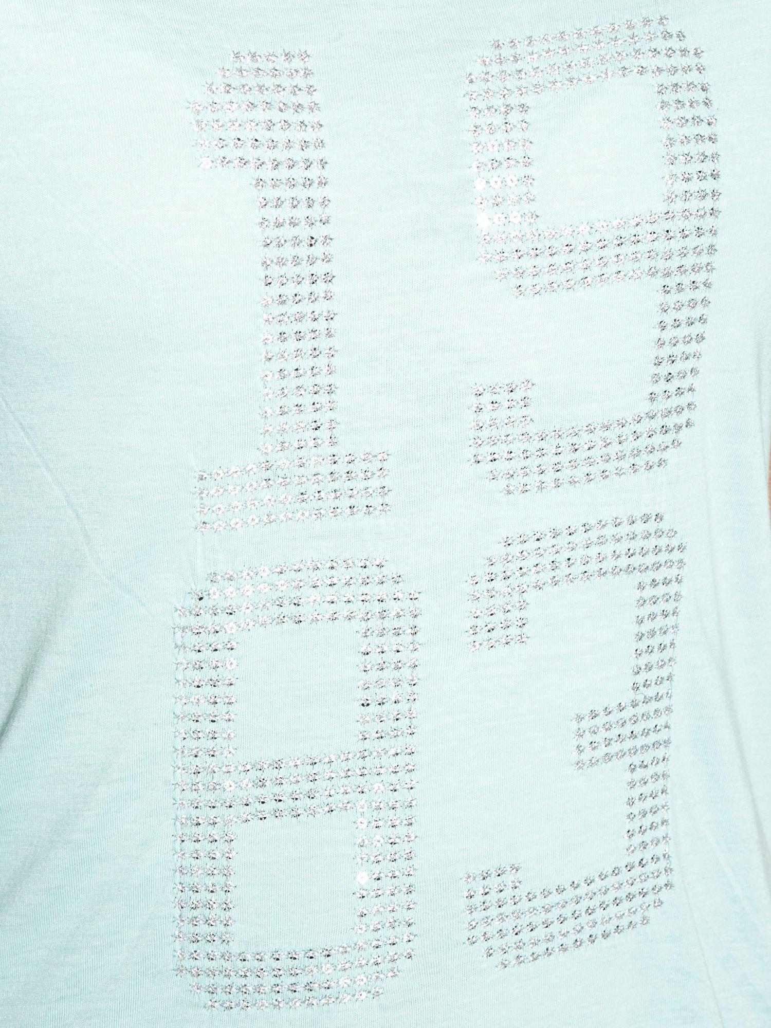 Zielony t-shirt z błyszczącym numerem 1983                                  zdj.                                  8