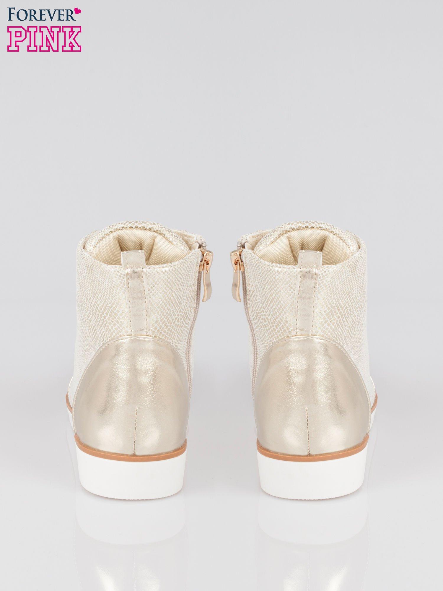 Złote metaliczne sneakersy z łańcuchami                                  zdj.                                  3