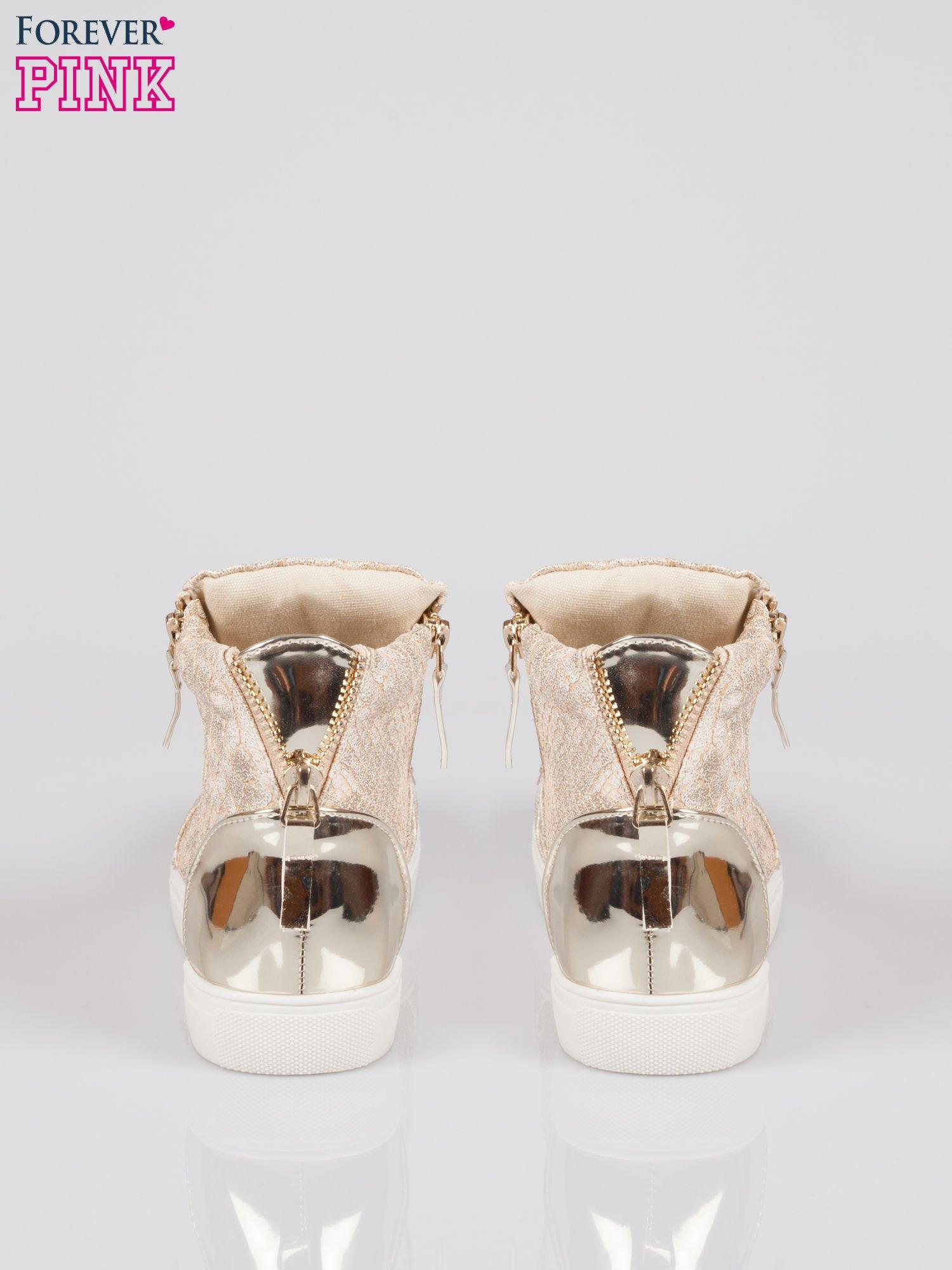 Złote wężowe sneakersy z blaszką na nosku Charm                                  zdj.                                  3