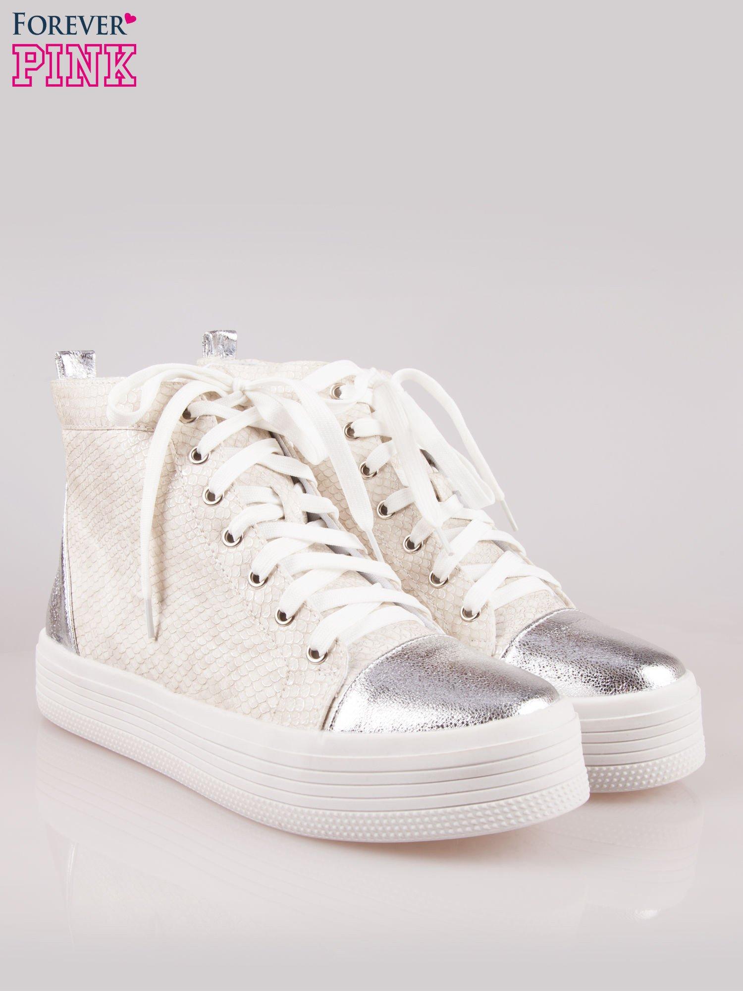 Złote wężowe sneakersy za kostkę ze srebrnym noskiem i zapiętkiem                                  zdj.                                  2