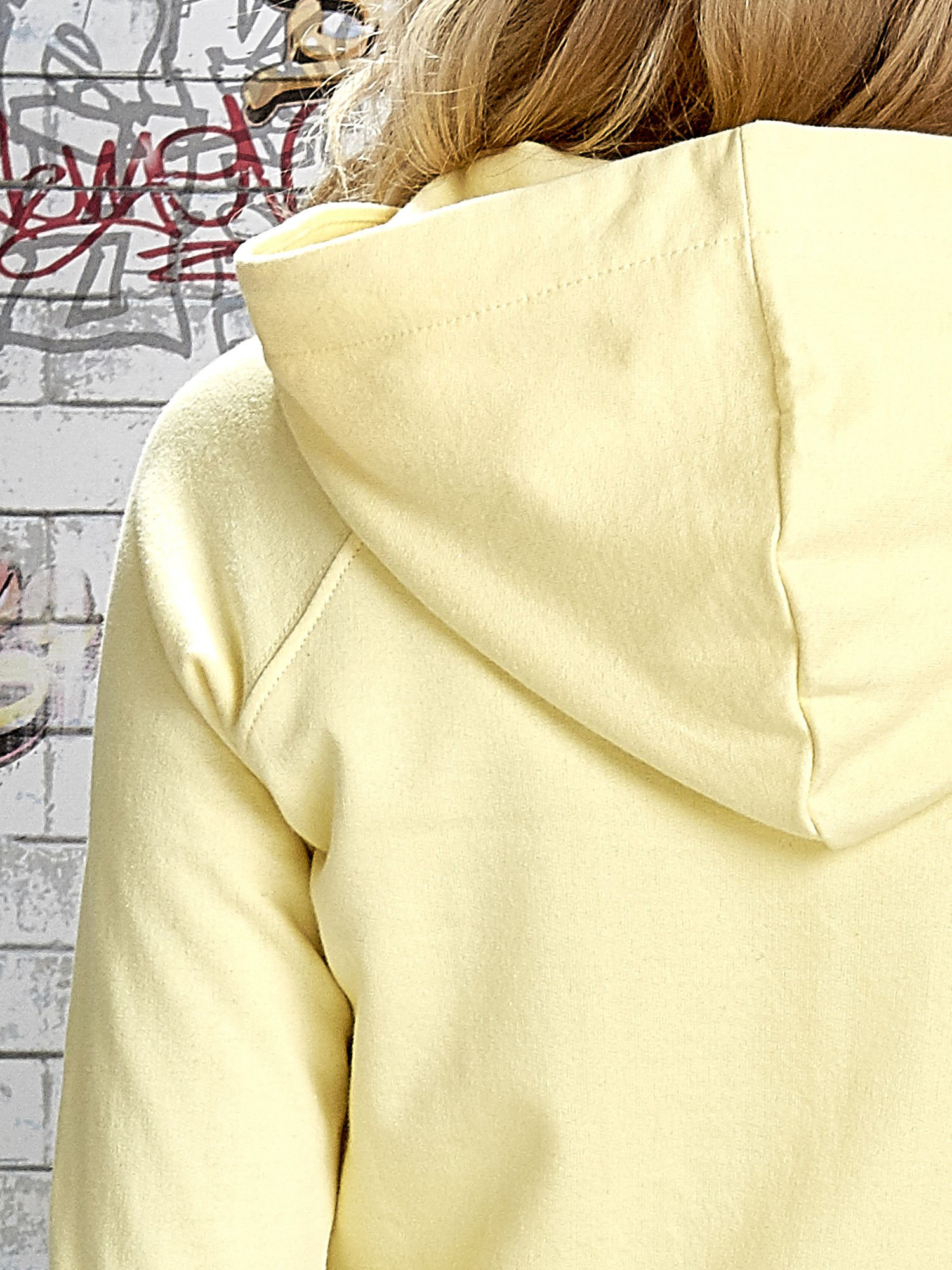 Żółta bluza z kapturem i napisem HONOUR                                  zdj.                                  8