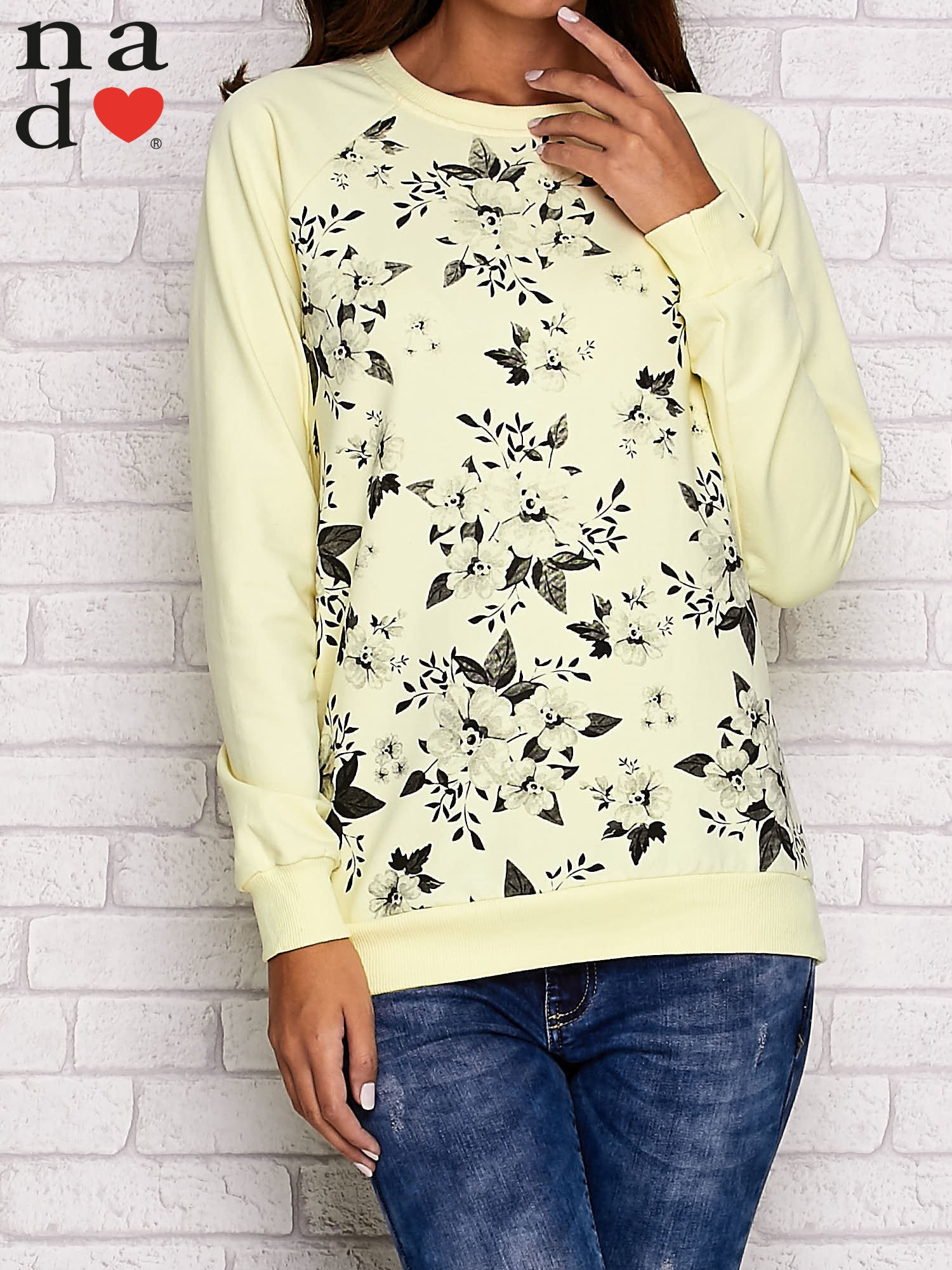 Żółta bluza z kwiatowym nadrukiem                                  zdj.                                  1